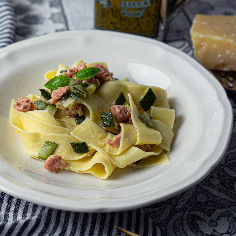 Pappardelle mit Luganighe und Zucchini