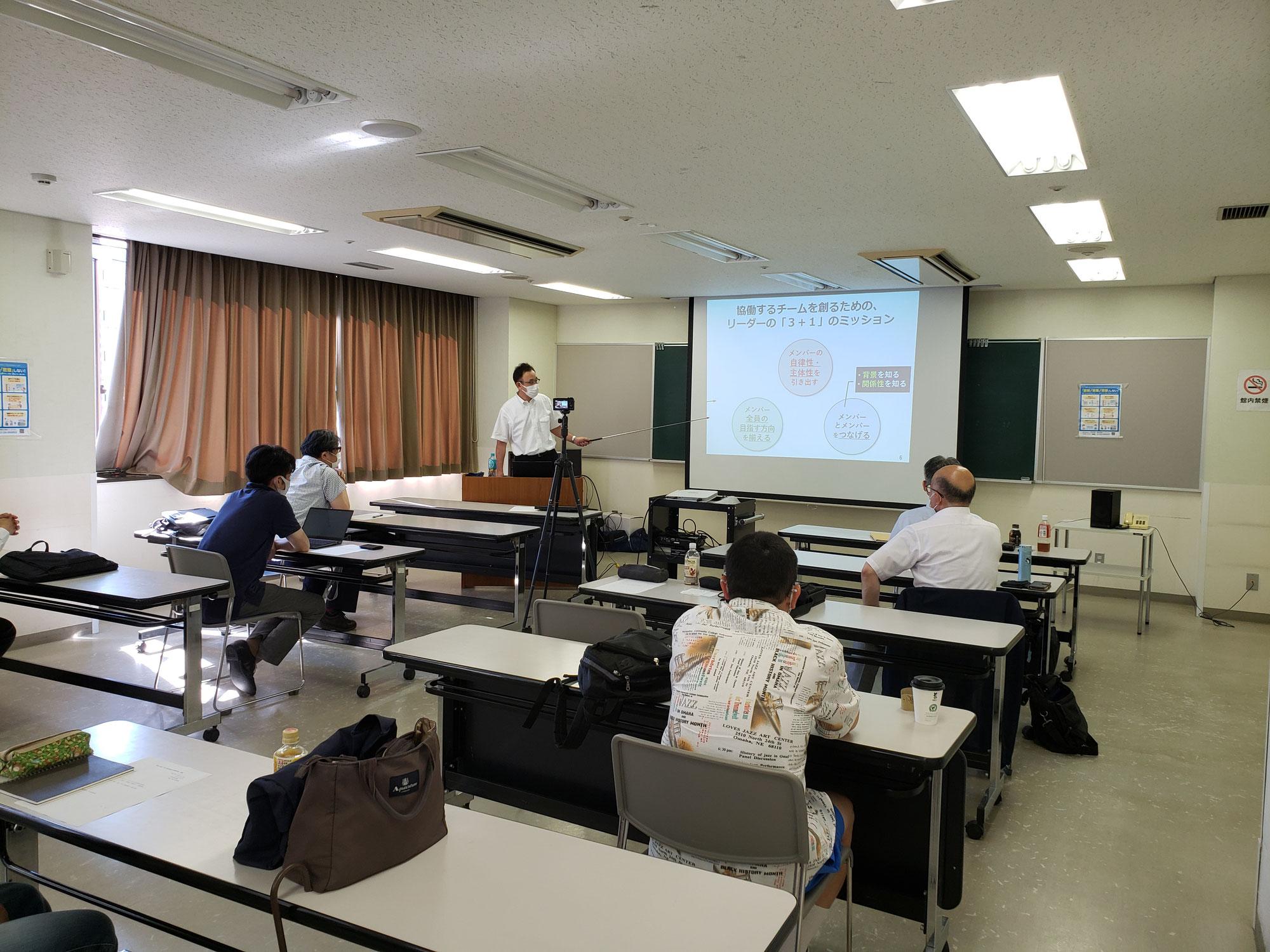 令和3年度 第1回企業再生支援研究会を開催しました