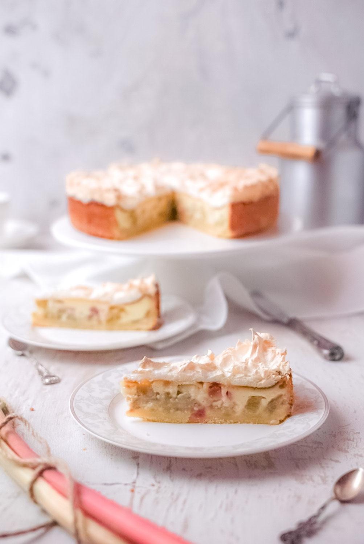 Rhabarberkuchen mit Schmandguss und Baiserhaube