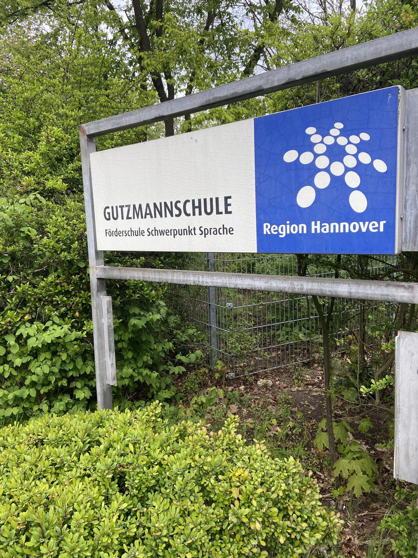 Schulhofgespräch bei der Gutzmannschule in Langenhagen