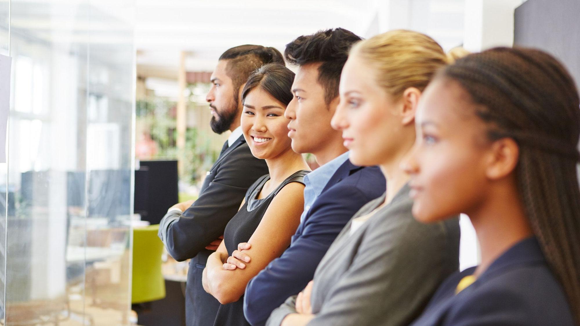 フリーランス希望者が増えているのは、会社員では老後が心配な日本という背景