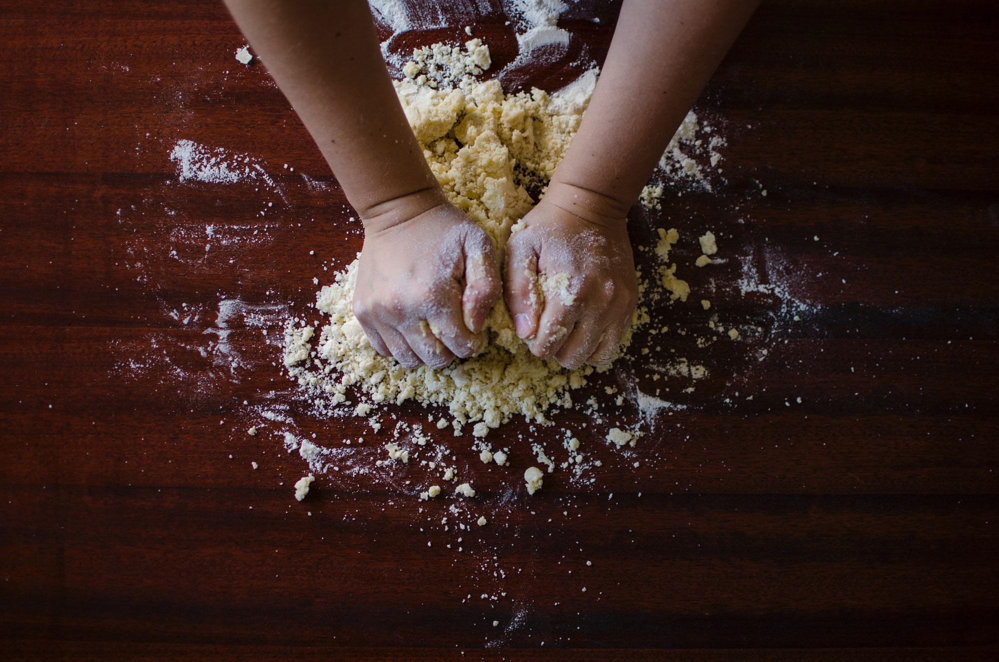 Team aus DU-Meiderich fertigt Brotbeutel und Backmischung