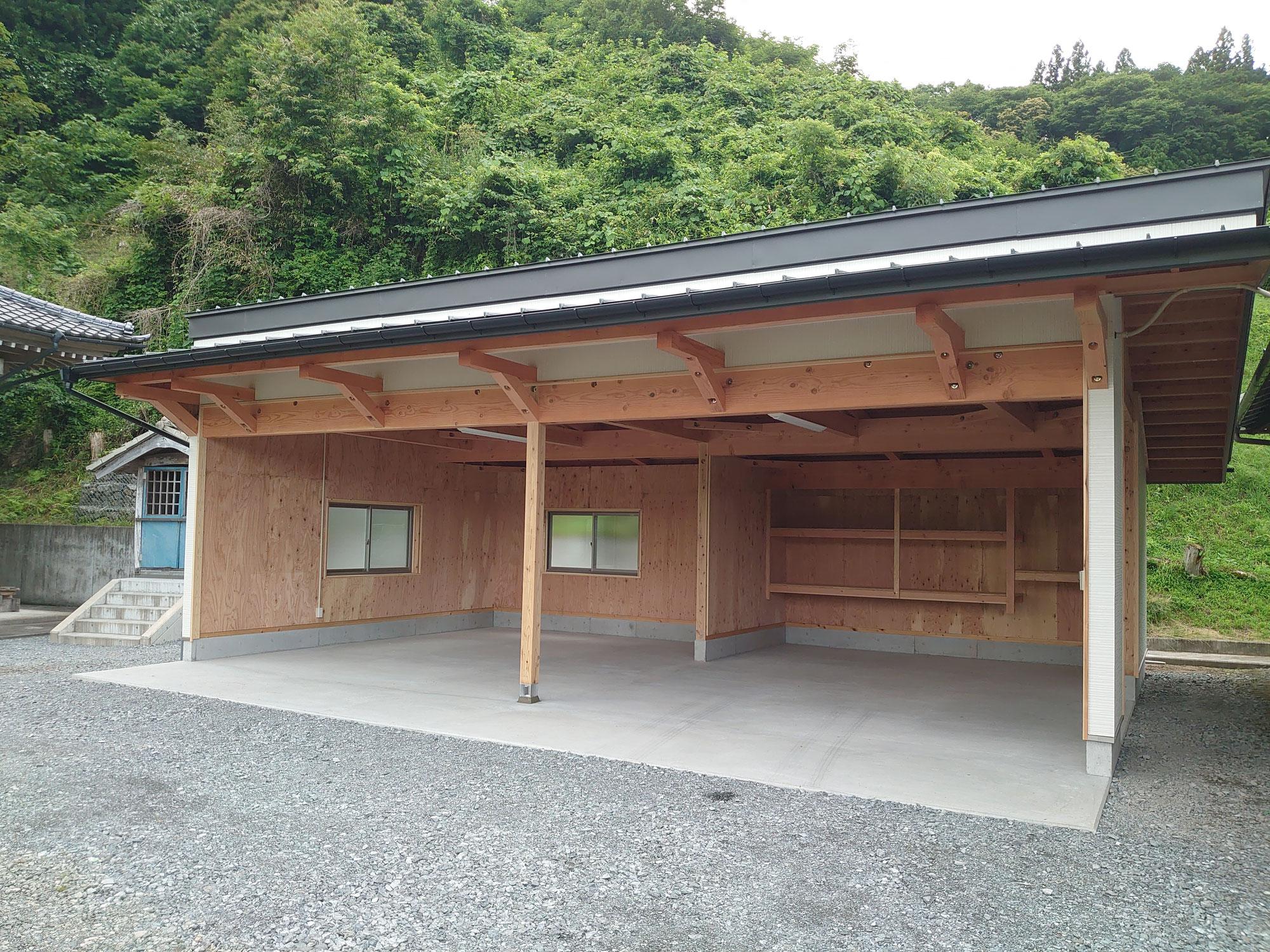 木造のガレージ