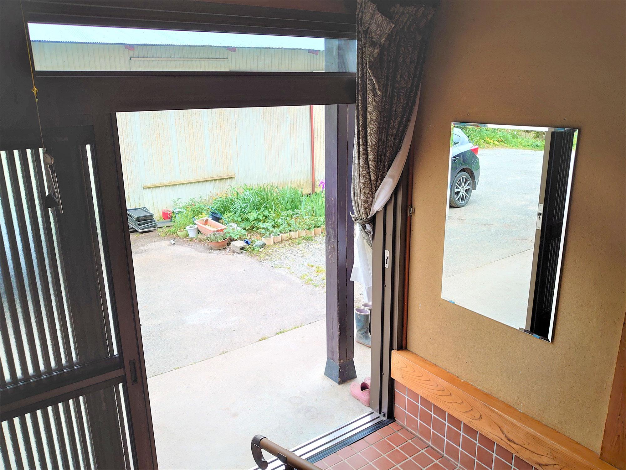 姿見鏡で玄関にアクセントを