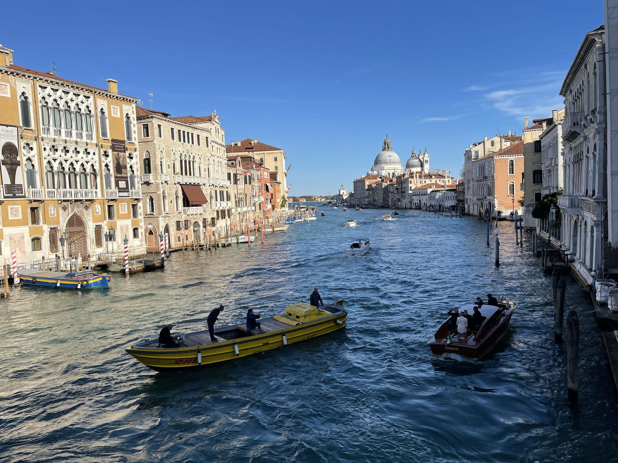 Tag 5 Gondelfahrt, Mercato di Rialto, Dachterasse und durchs San Polo