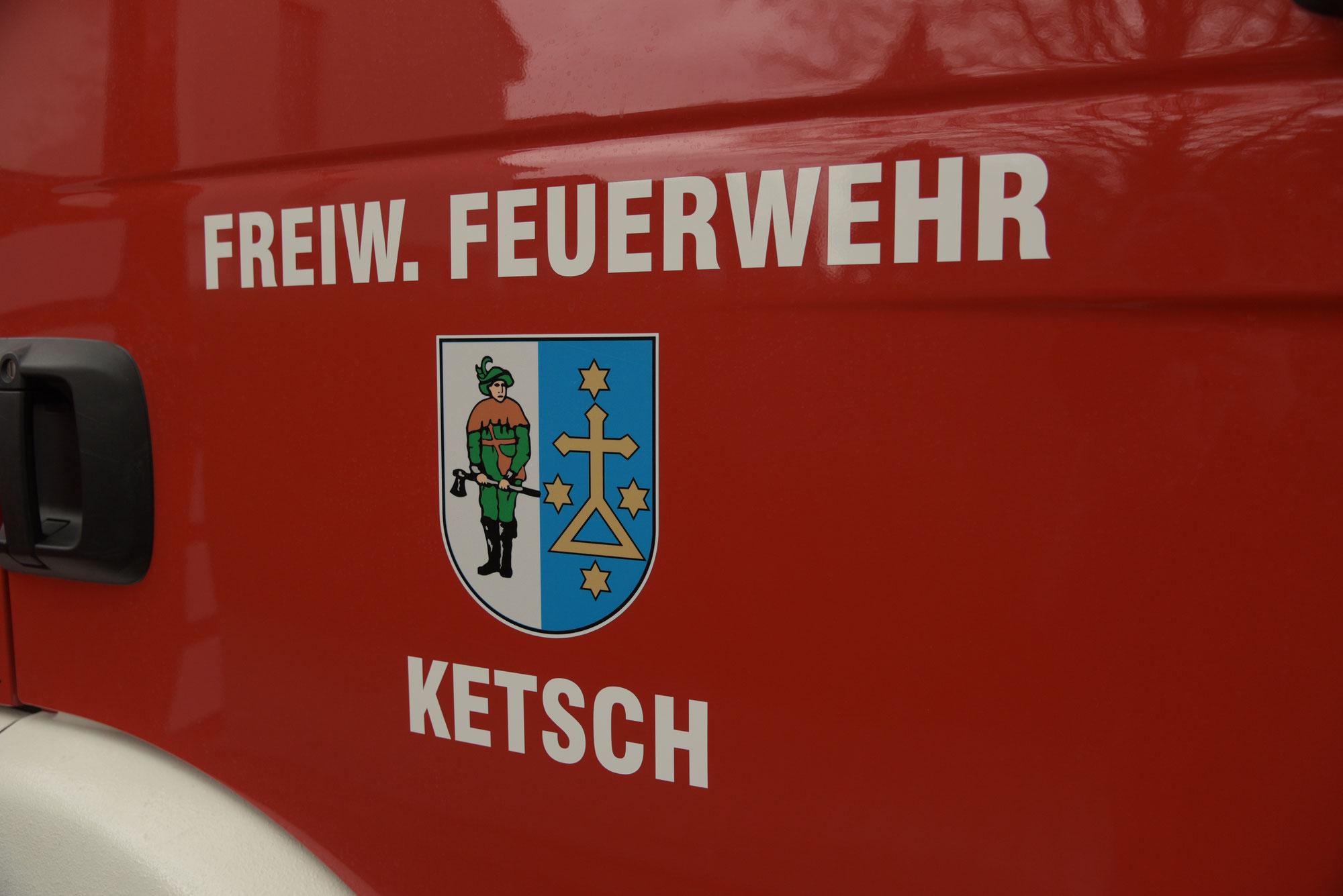 Ketsch/Rhein-Neckar-Kreis: Klettergerüst auf Spielplatz in Brand gesetzt - Polizei sucht Zeugen