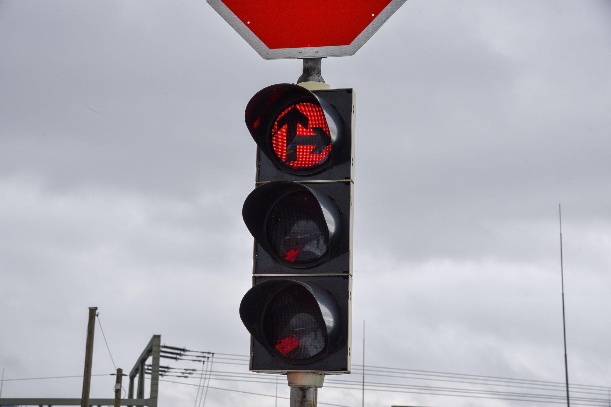 Mannheim-Neckarau: Vor Schreck über Rot gefahren - Unfall mit Straßenbahn