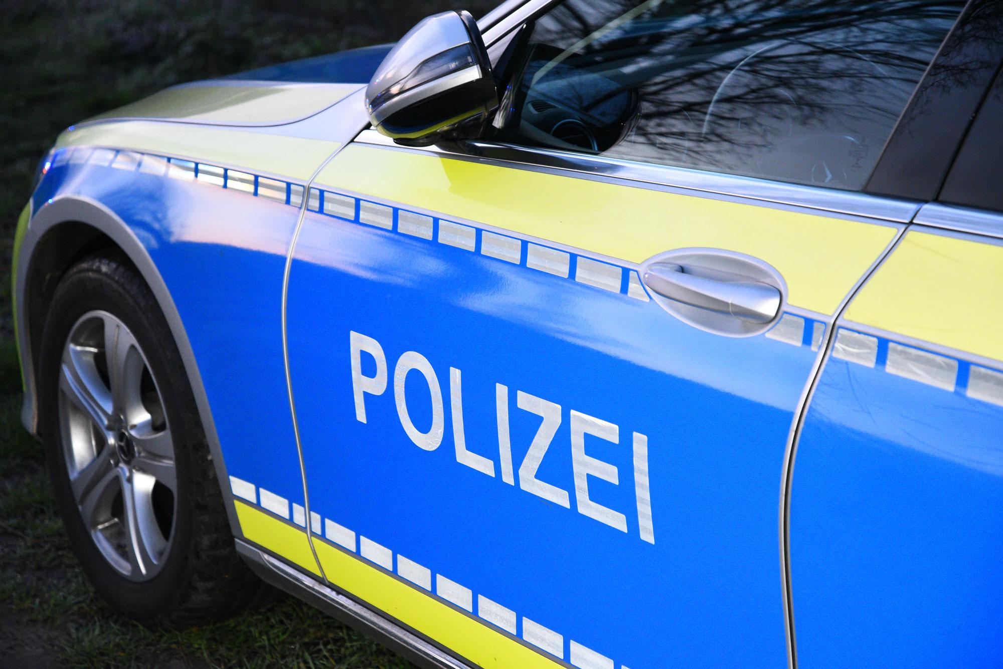 Brühl, Rhein-Neckar-Kreis: Unfallverursacher streift Kleinbus und flüchtet - Polizei sucht Zeugen