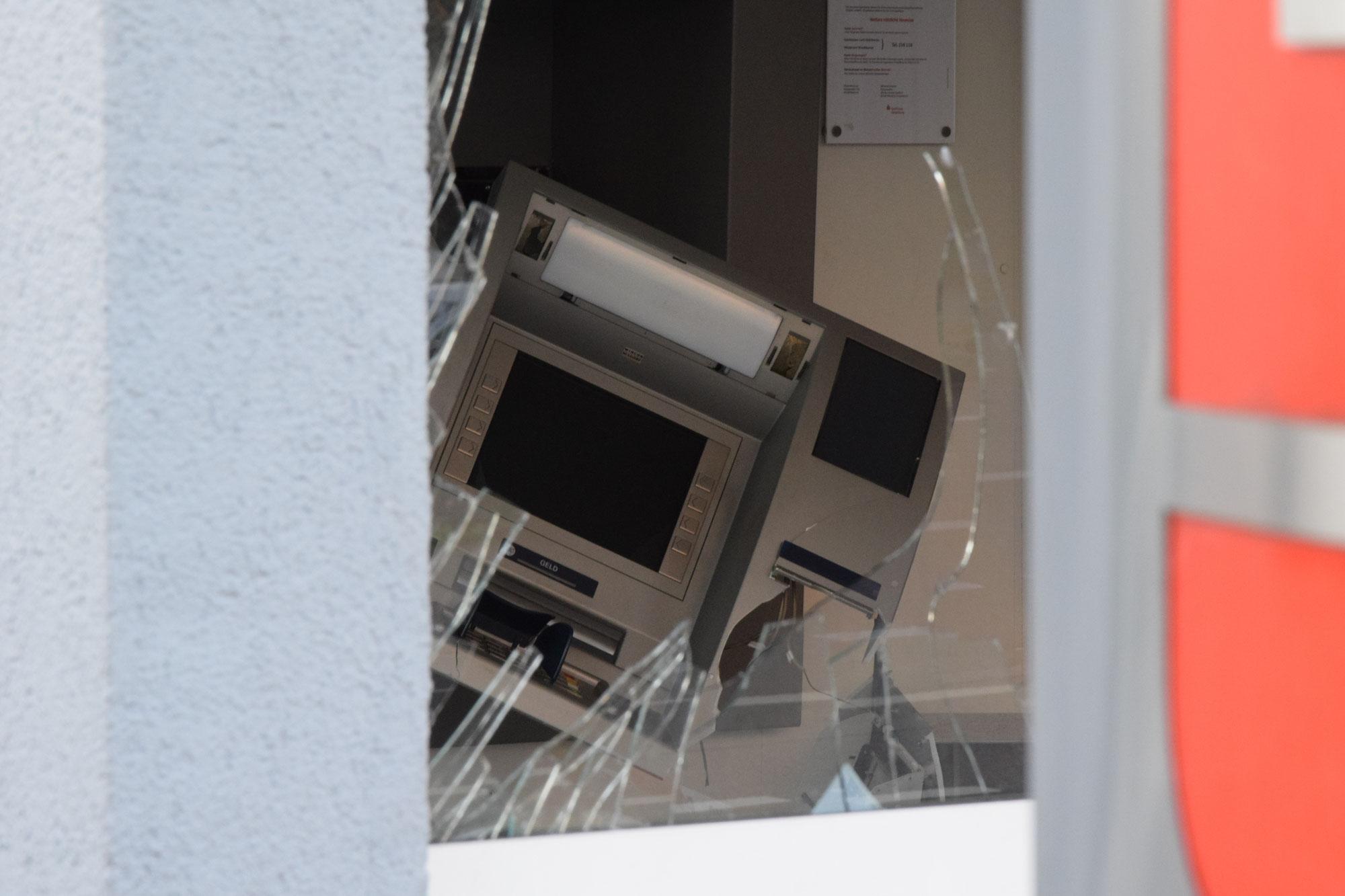 Graben-Neudorf: Unbekannte sprengen Geldautomat