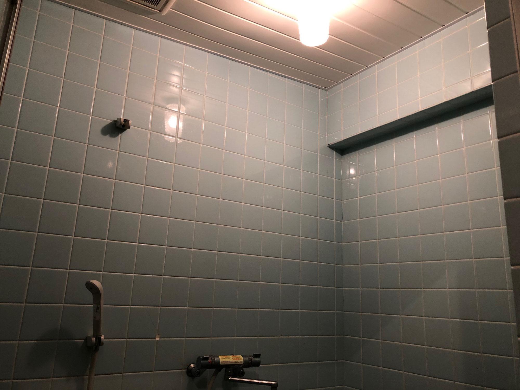 賃貸マンション浴室壁面タイル塗装、洗い場シート貼り 愛媛県新居浜市八雲町