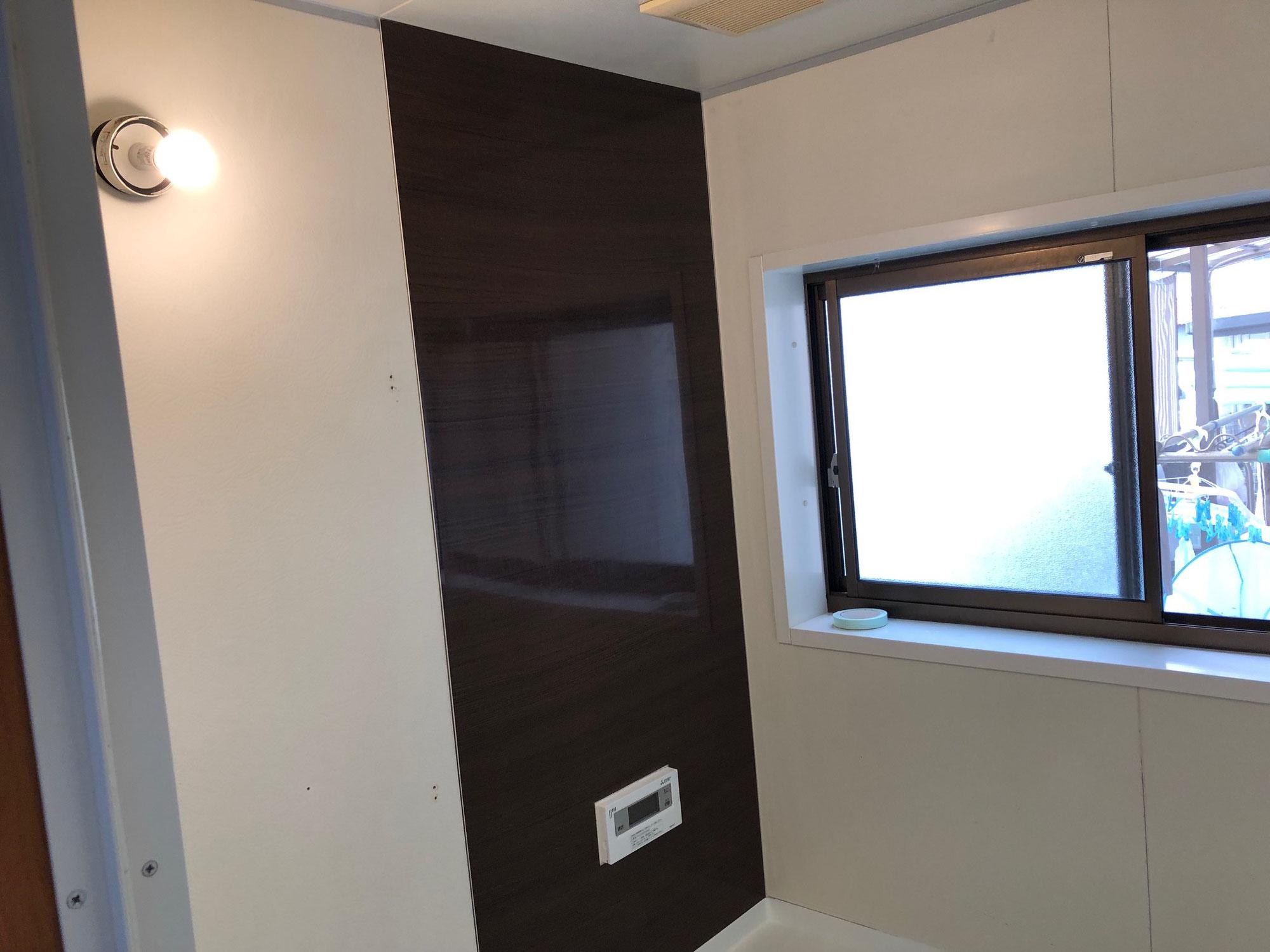 一般住宅ユニットバス 壁面パネル貼り、洗い場シート貼り 愛媛県今治市東鳥生