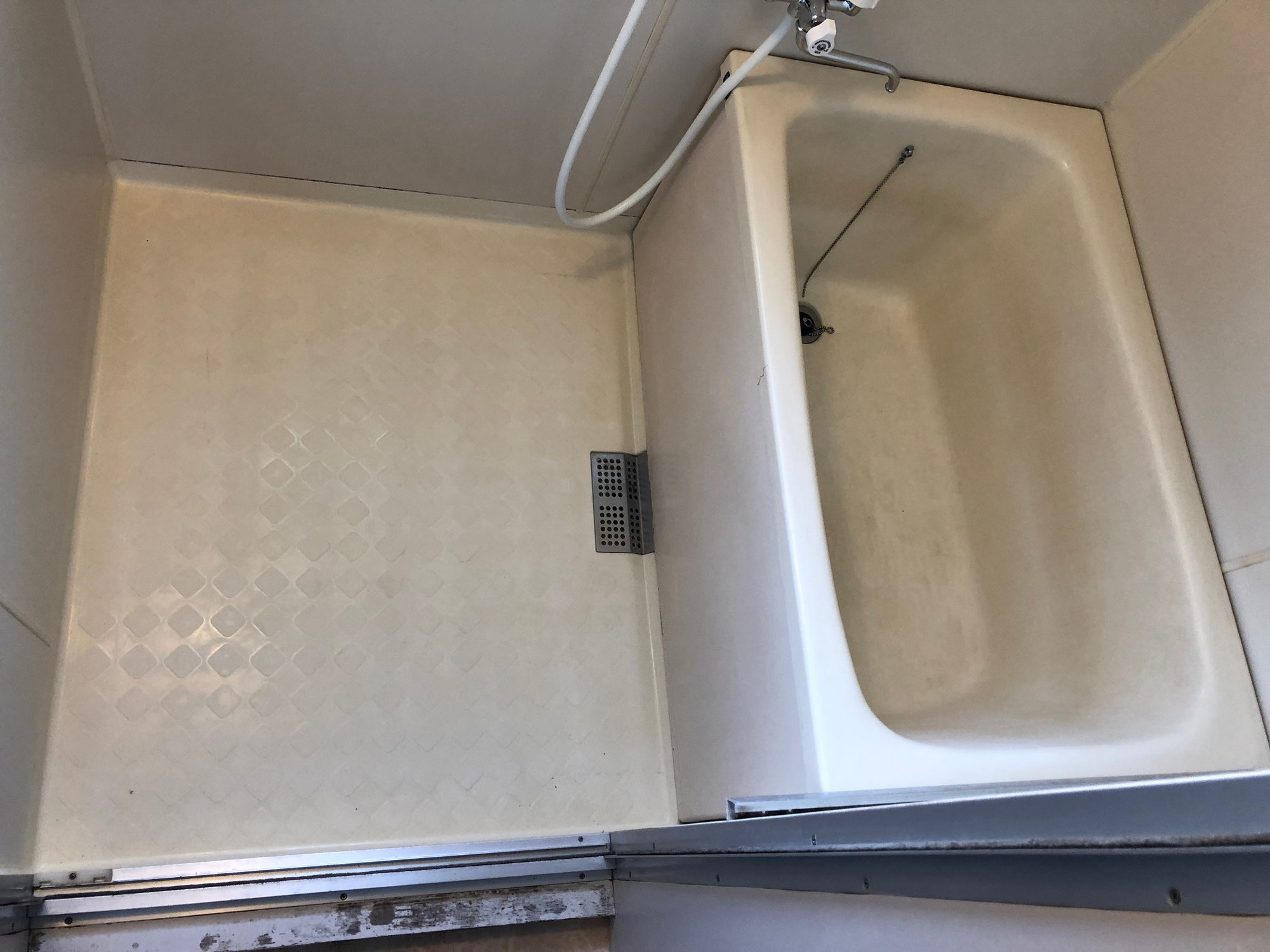 賃貸借家ユニットバス全面再生塗装 愛媛県今治市宮下町