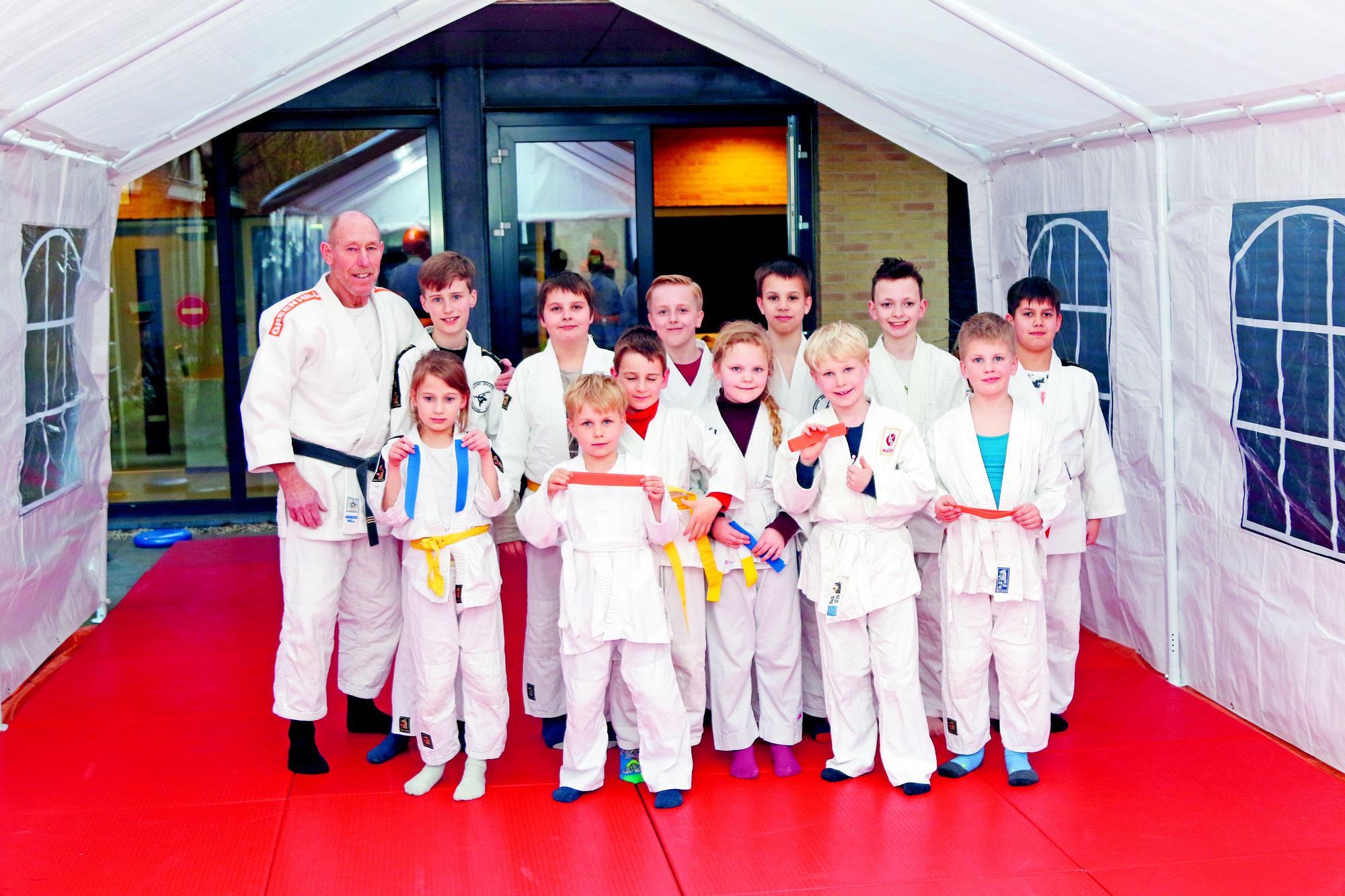 De judoka's onder 27  mogen weer op de mat
