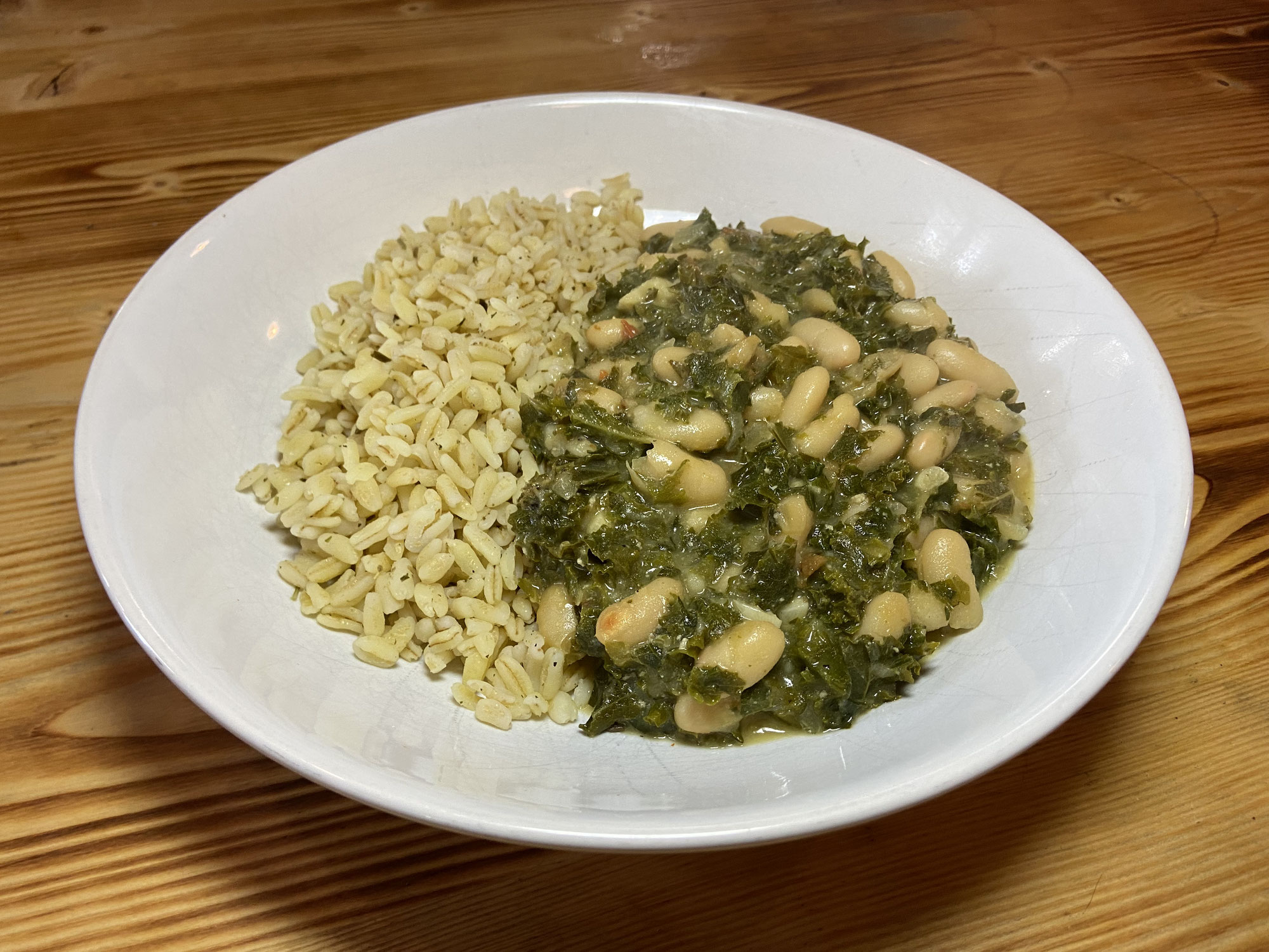 Grünkohlpfanne mit Bohnen und Ebly (Weizen)