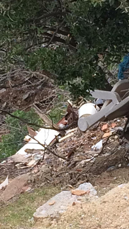 La vergognosa discarica sulla costa del Parco Nazionale  Nel Comune di Marciana, tra Patresi e Chiessi