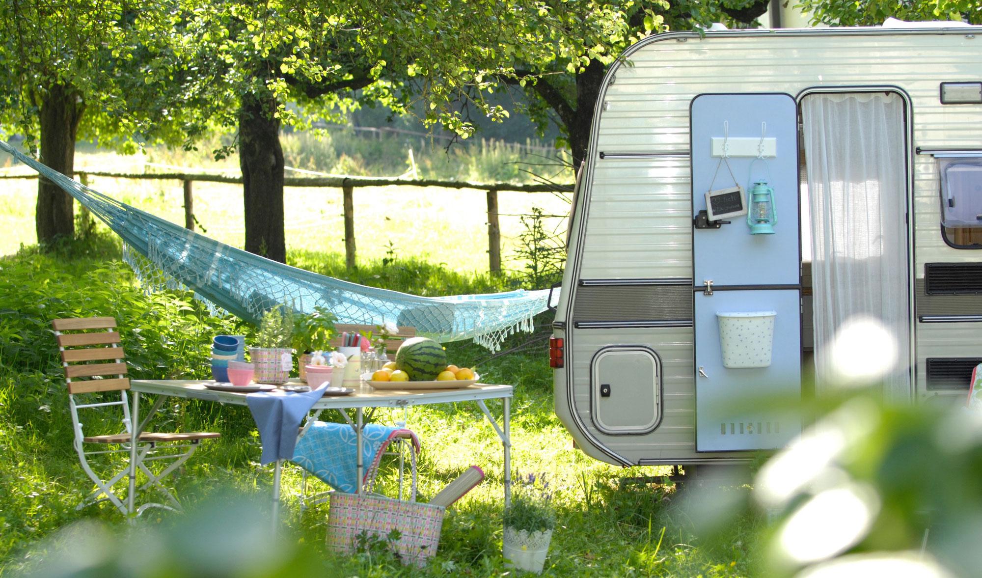 geschirr zur aufbewahrung living at caravan. Black Bedroom Furniture Sets. Home Design Ideas