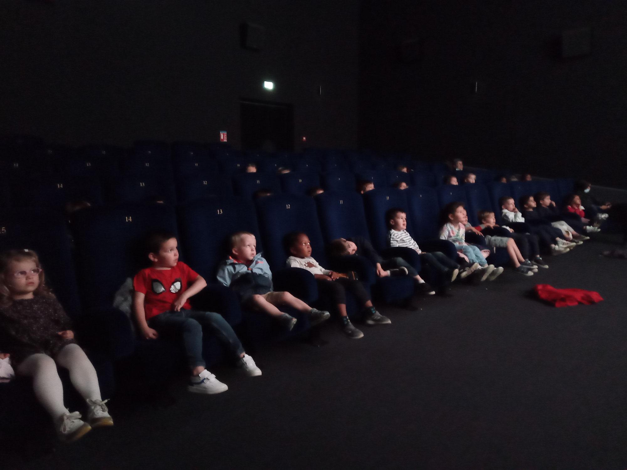 séance de cinéma en maternelle