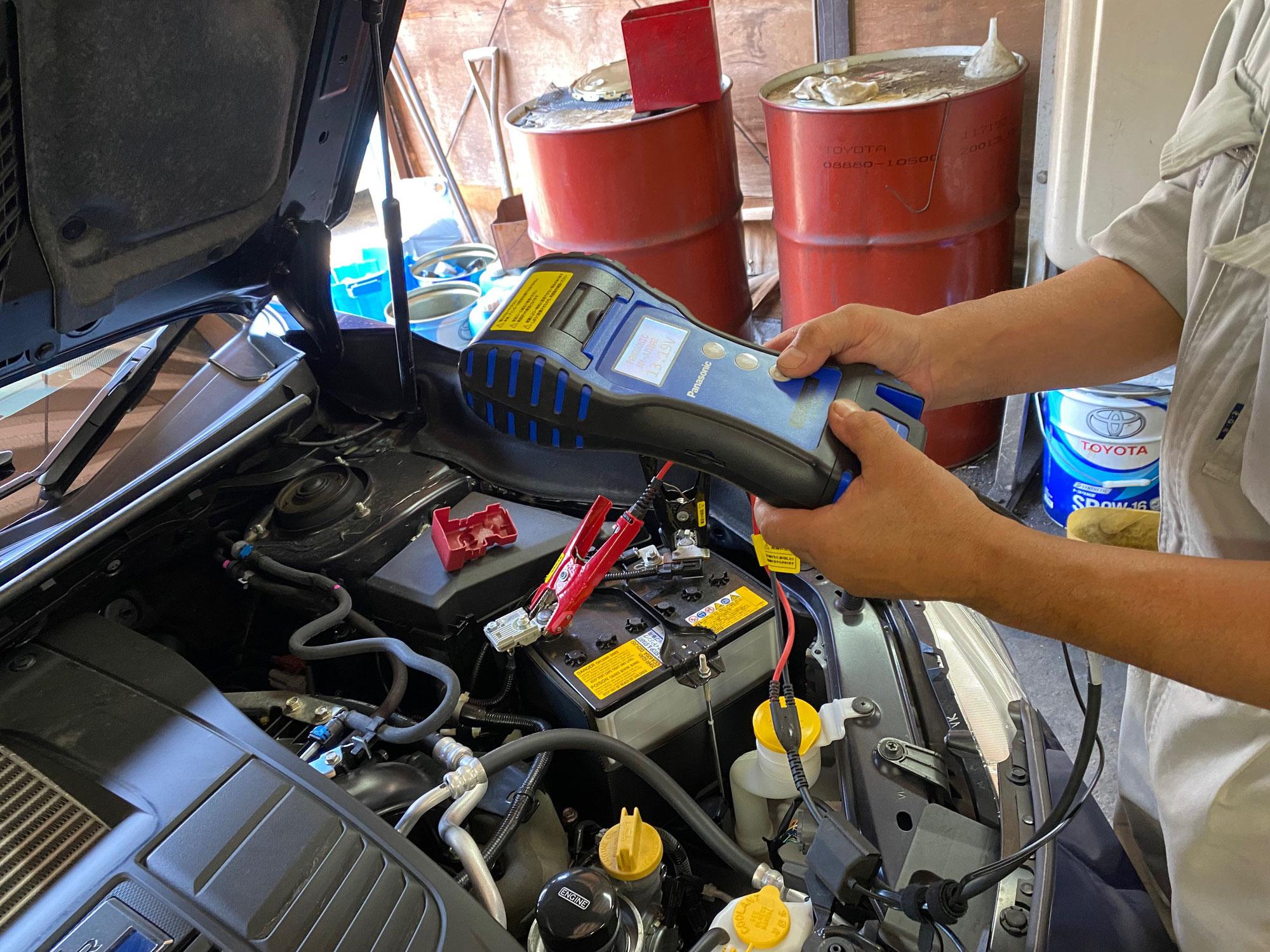 お客様の車のバッテリー点検をしました…