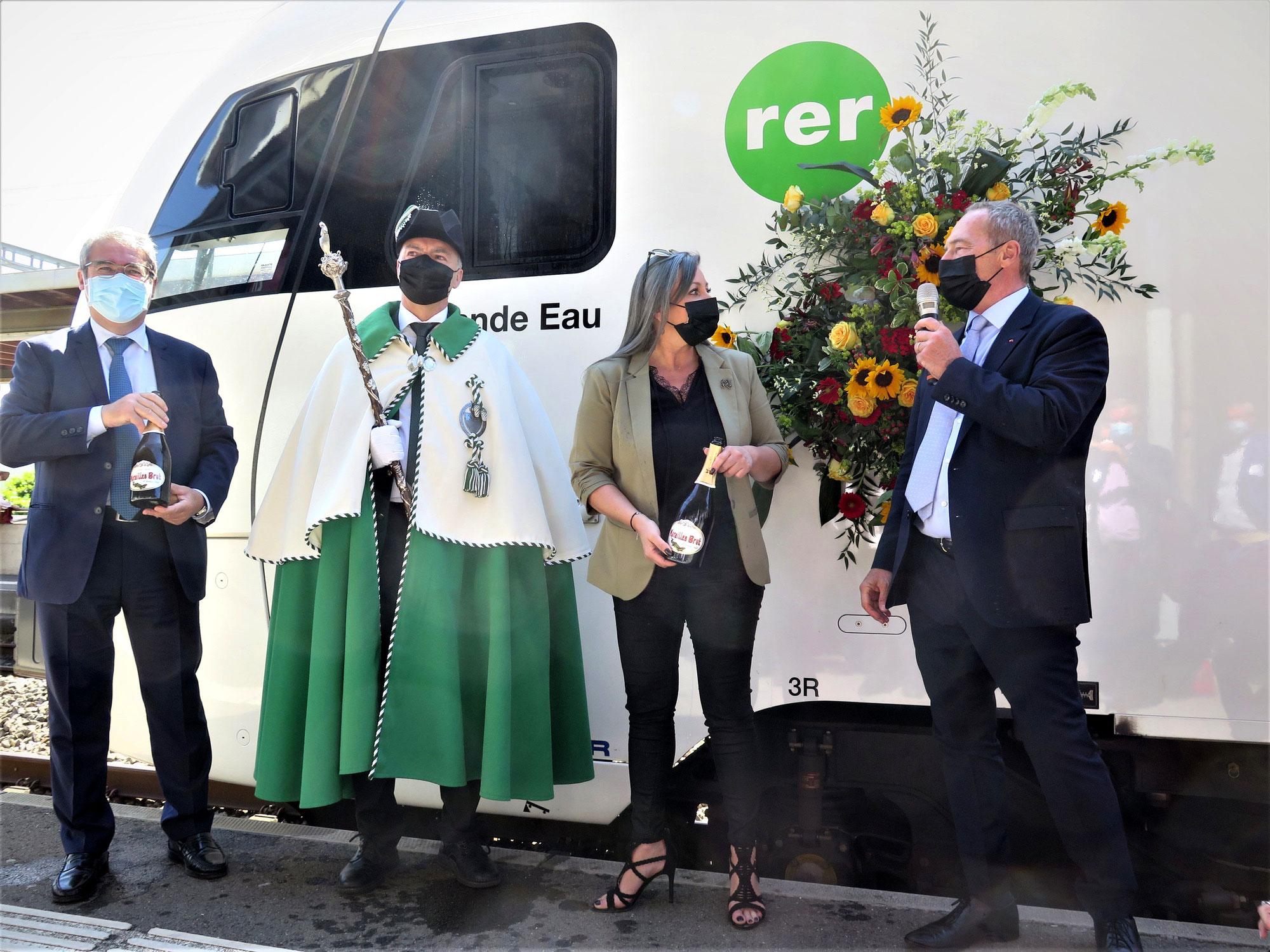 SBB FLIRT3 RABe 523 112 der RER Vaud in Aigle auf den Namen «Grande Eau» getauft