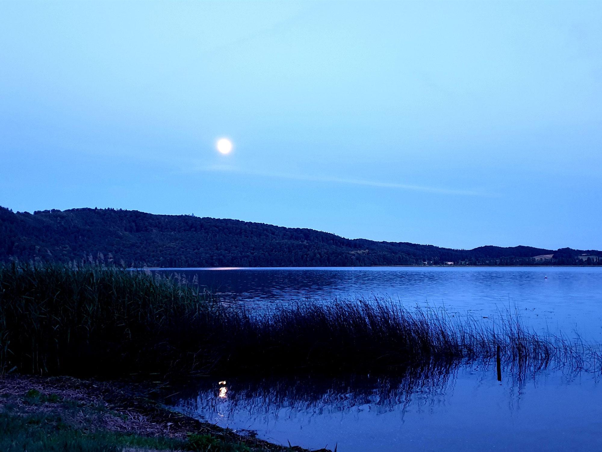 Der Mond überm Laacher See