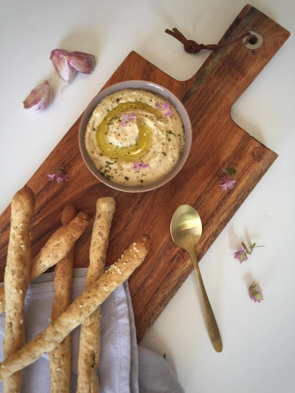 Hummus met volkoren grissini