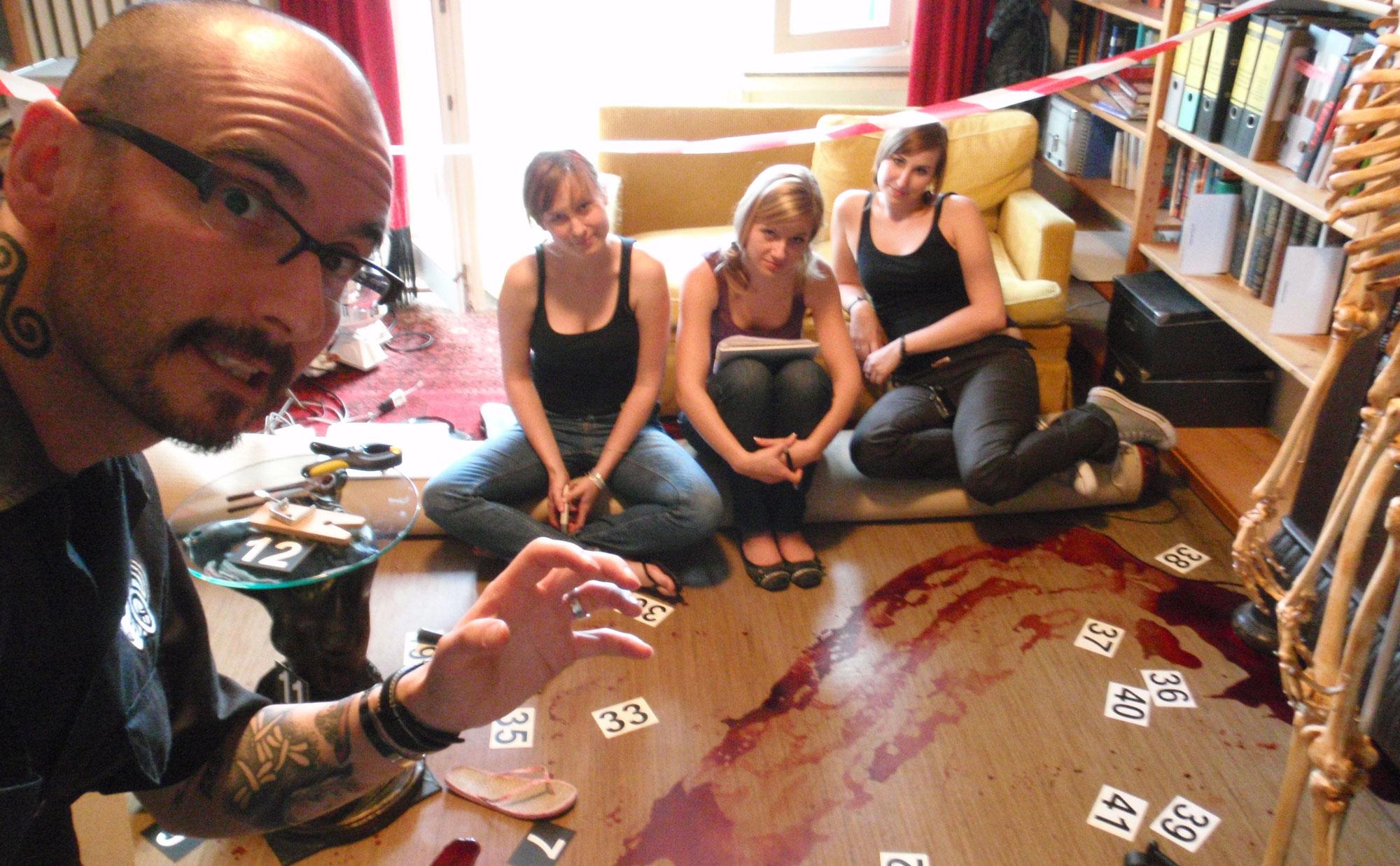 """Blutspuren"" - virtueller Bestatter-Workshop mit Dr. Mark Benecke"