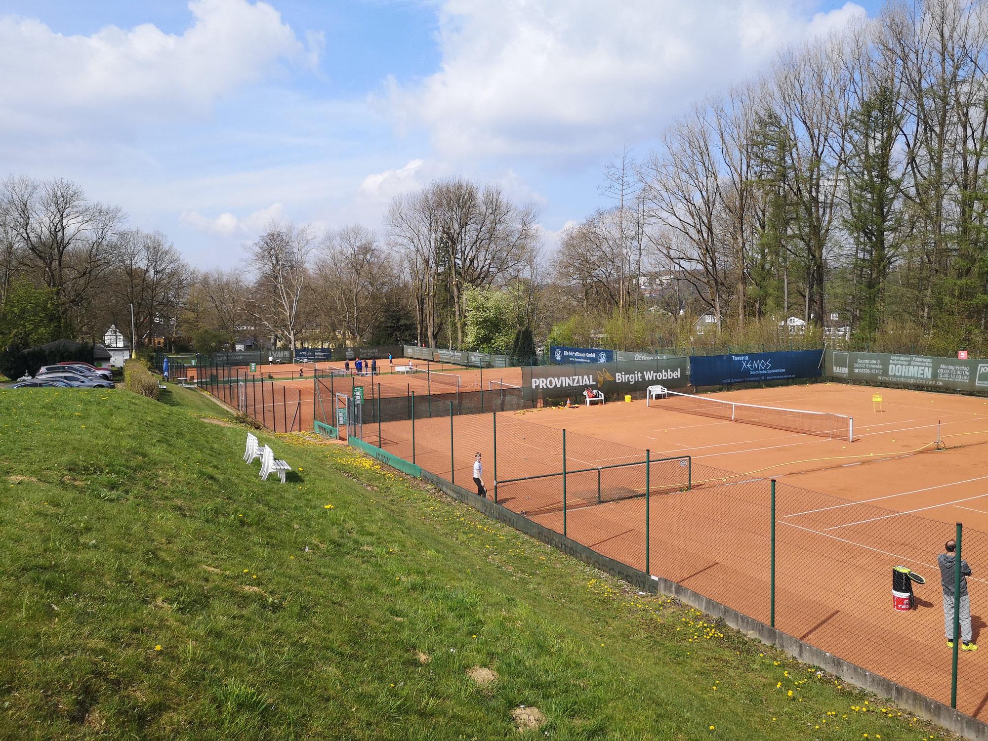 Trainingsauftakt beim Schwelmer Tennisclub Rot-Weiß mit neuer Tennisschule