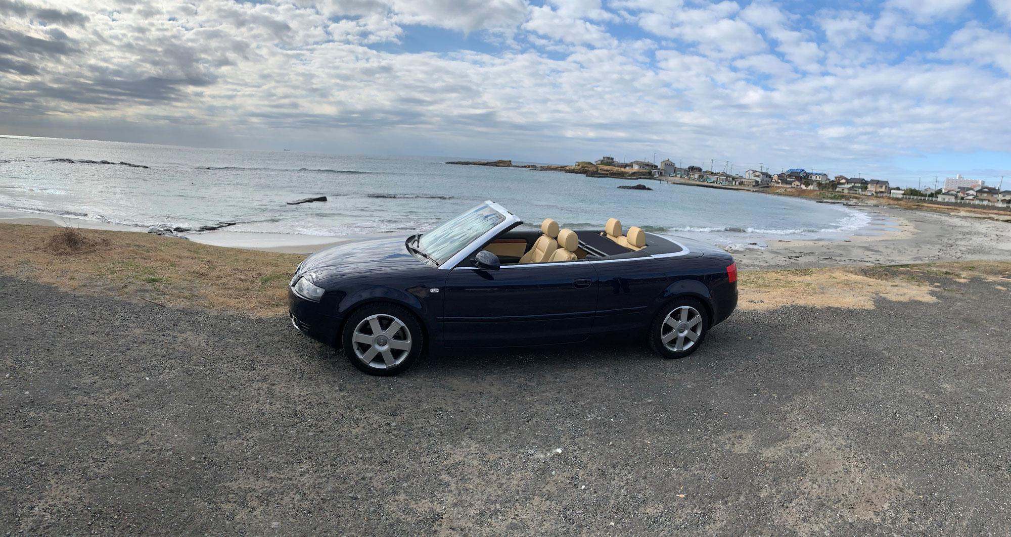 真冬の海とオープンカー