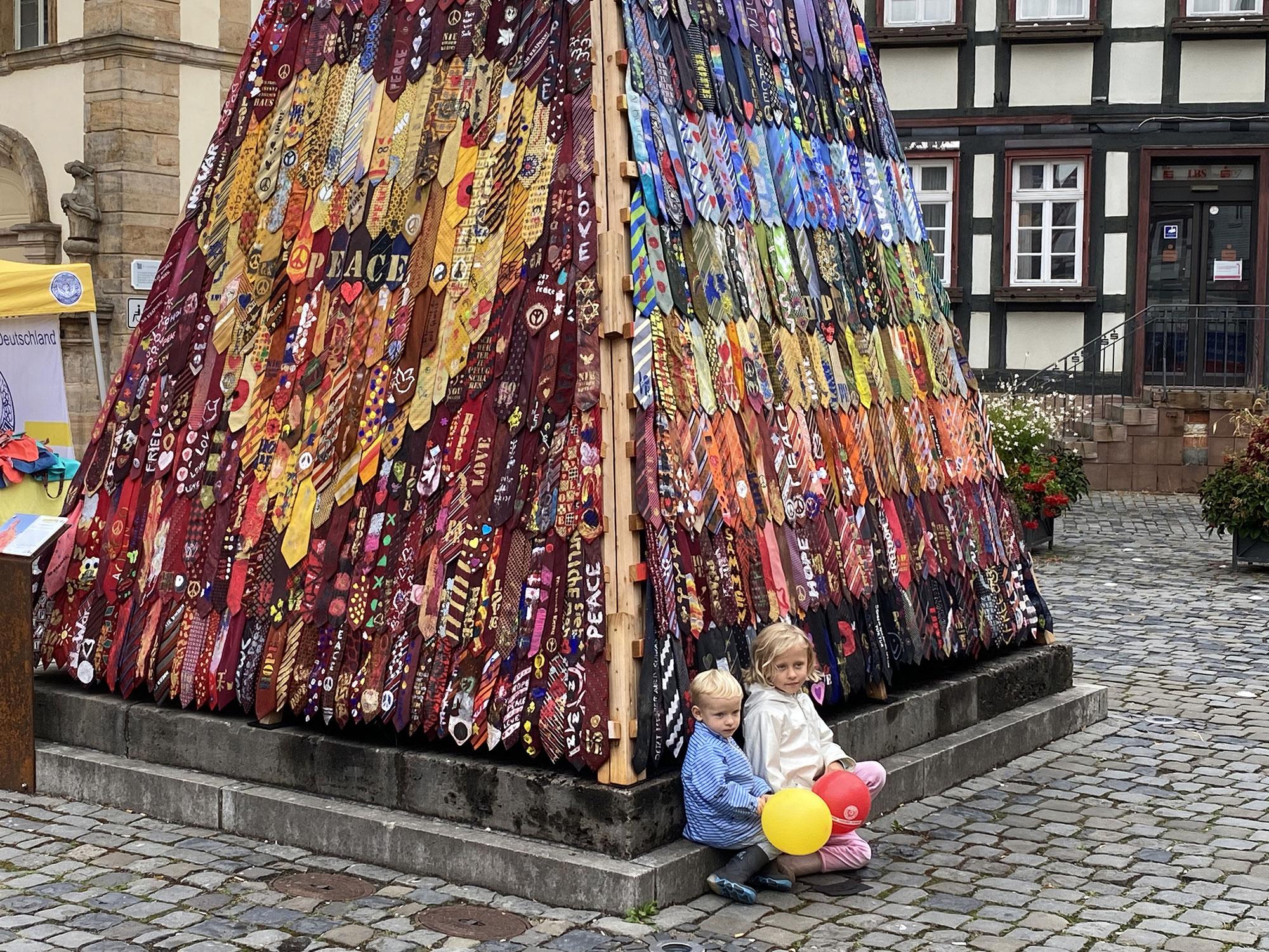 Krawatten-Kunst gegen den Krieg