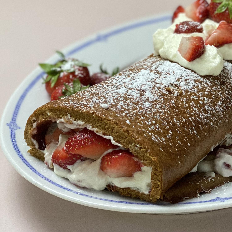 Die leckerste Biskuitrolle mit Erdbeeren !