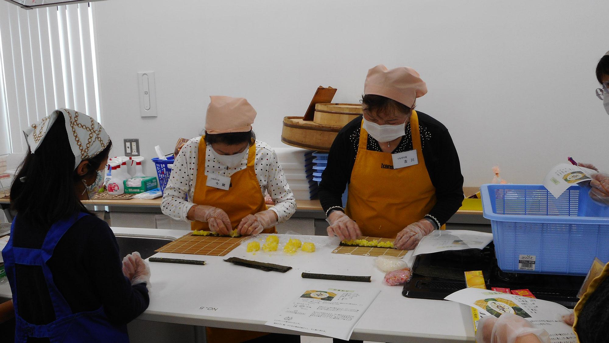 明日は太巻き寿司講習会です。