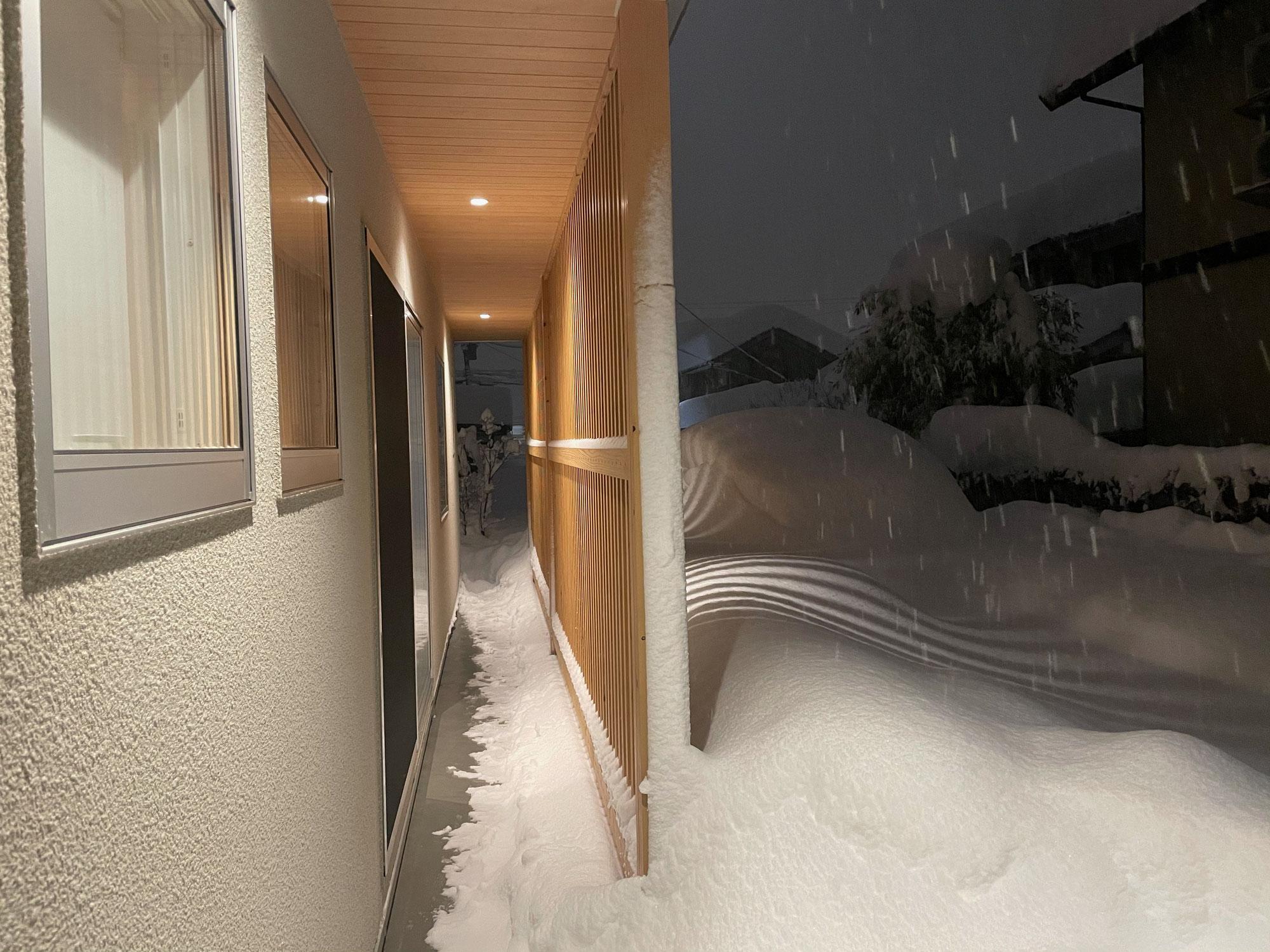大雪の【atelierMiKi】の回廊風景と音楽