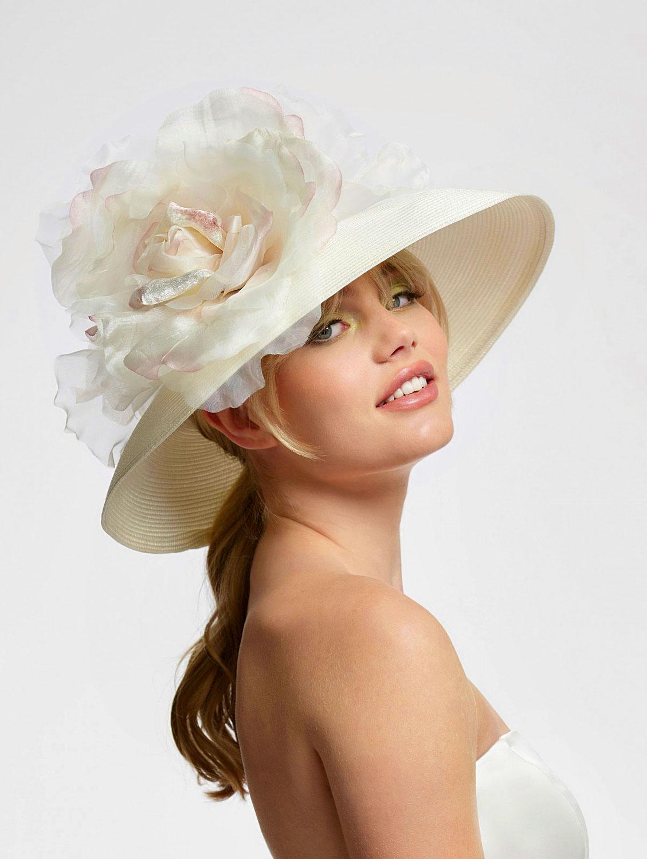 Der Hut für die Braut Aufsehenerregend! Das etwas gewagtere Accessoire.