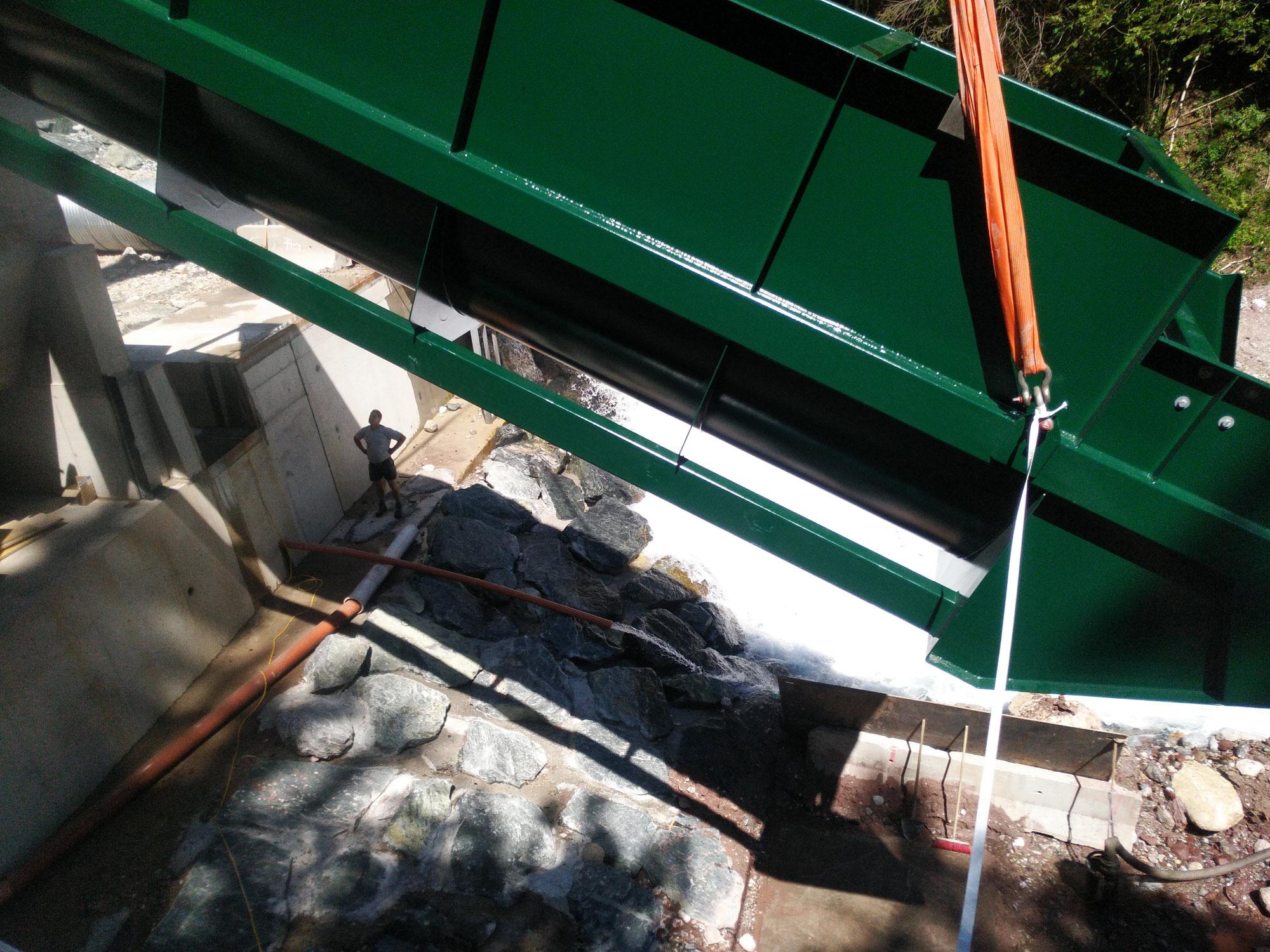 Wasserkraftschnecke montiert