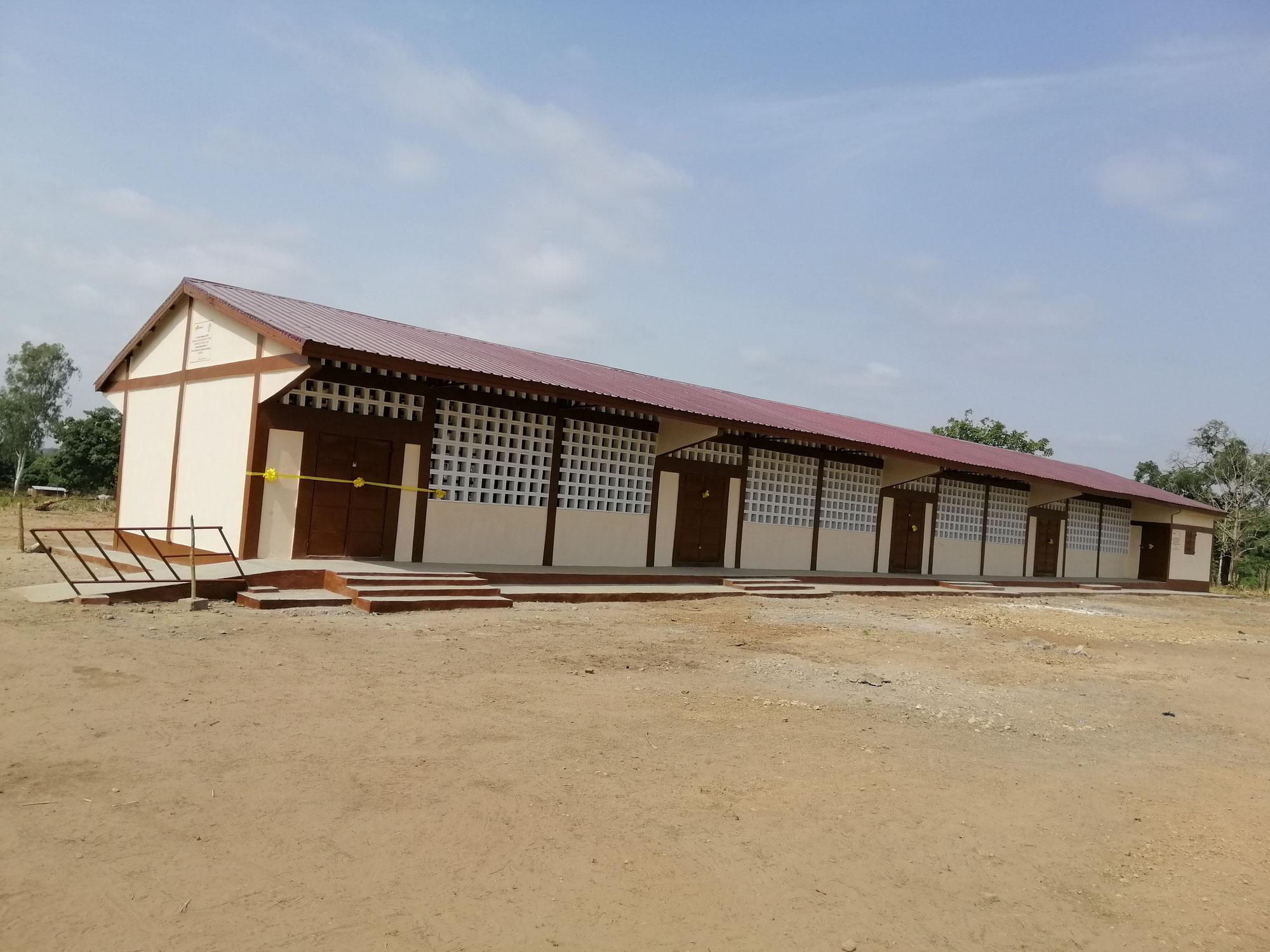Schulgebäude und Ausstattung Grundschule Kikpeou