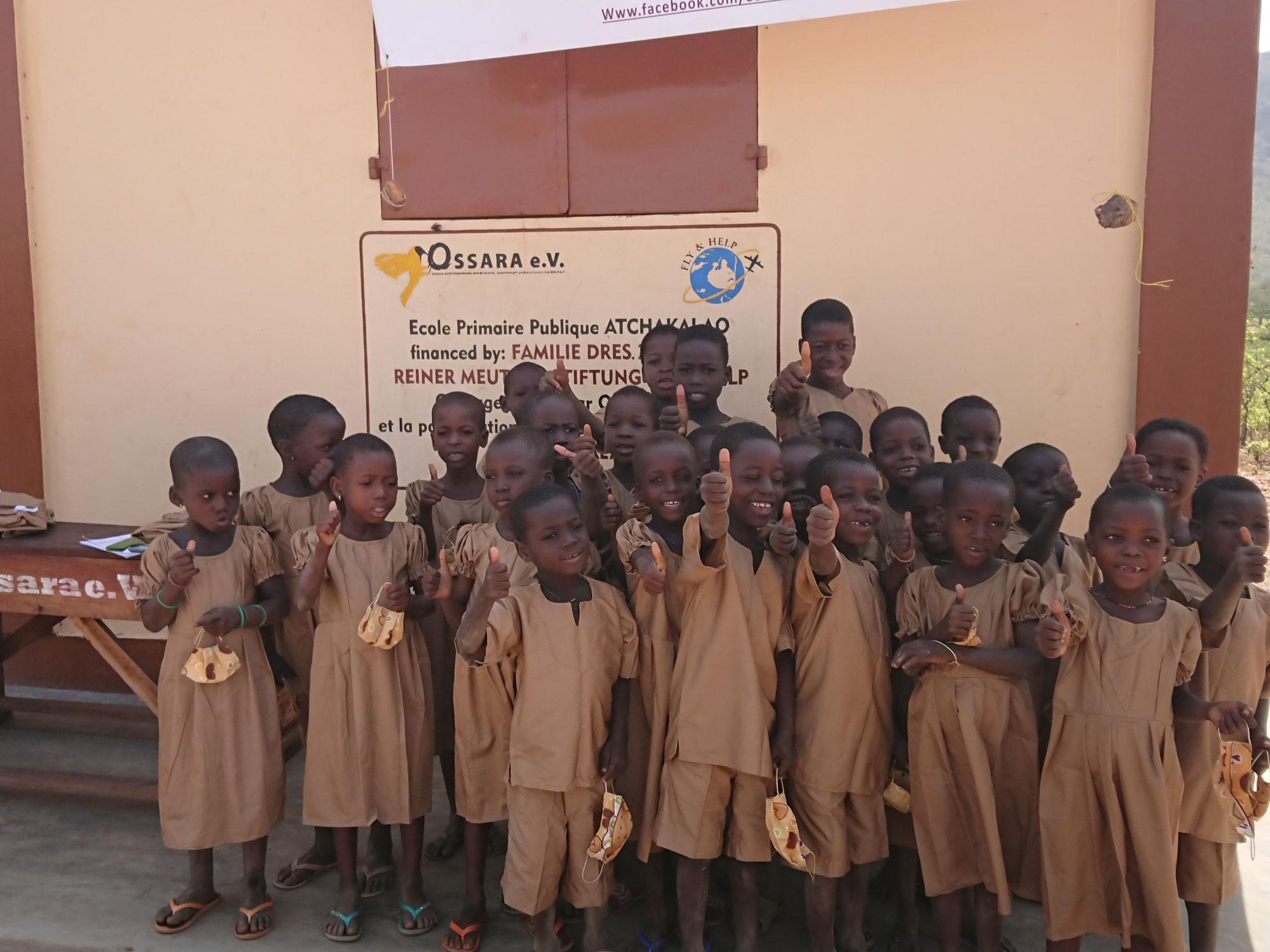 Schuluniformen für Schulkinder in Togo