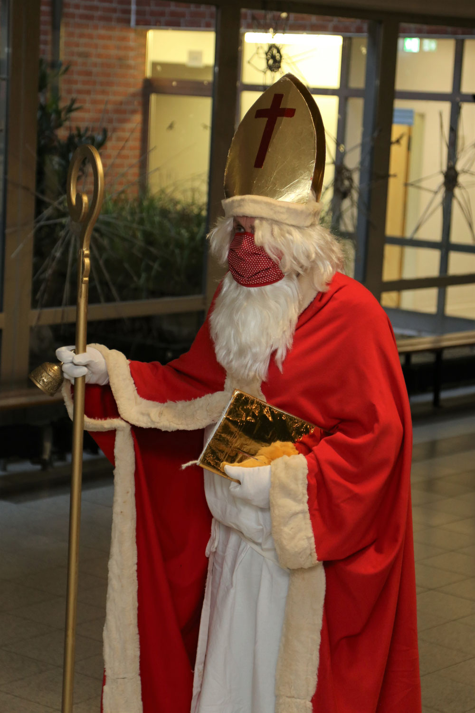 Auch der Nikolaus trägt Maske