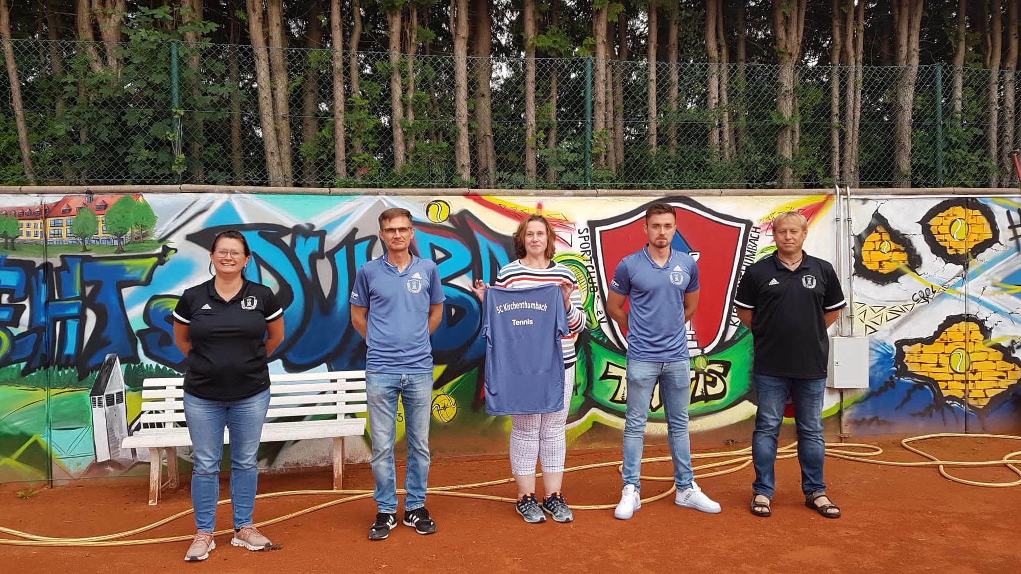 Autoteile Pöllath stattet Tennisabteilung mit Adidas Poloshirts aus