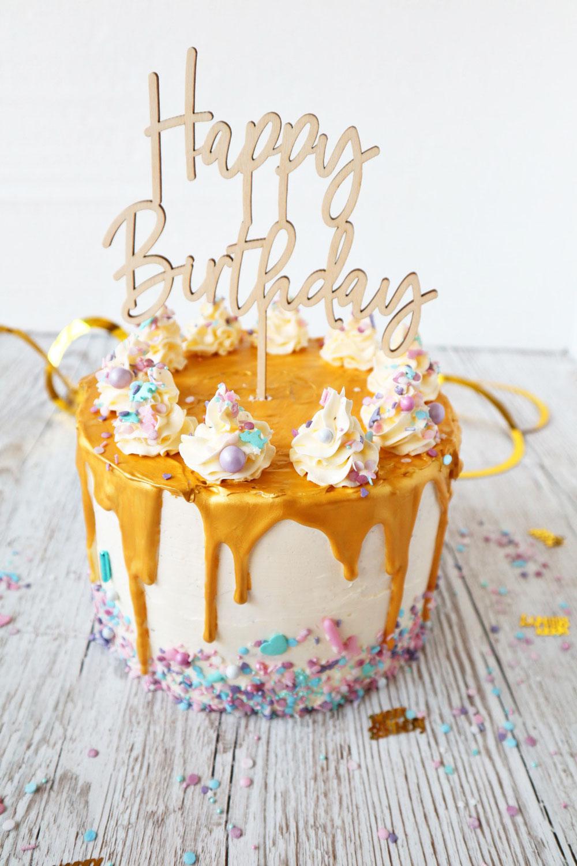 Happy Birthday Torte mit goldenem Drip