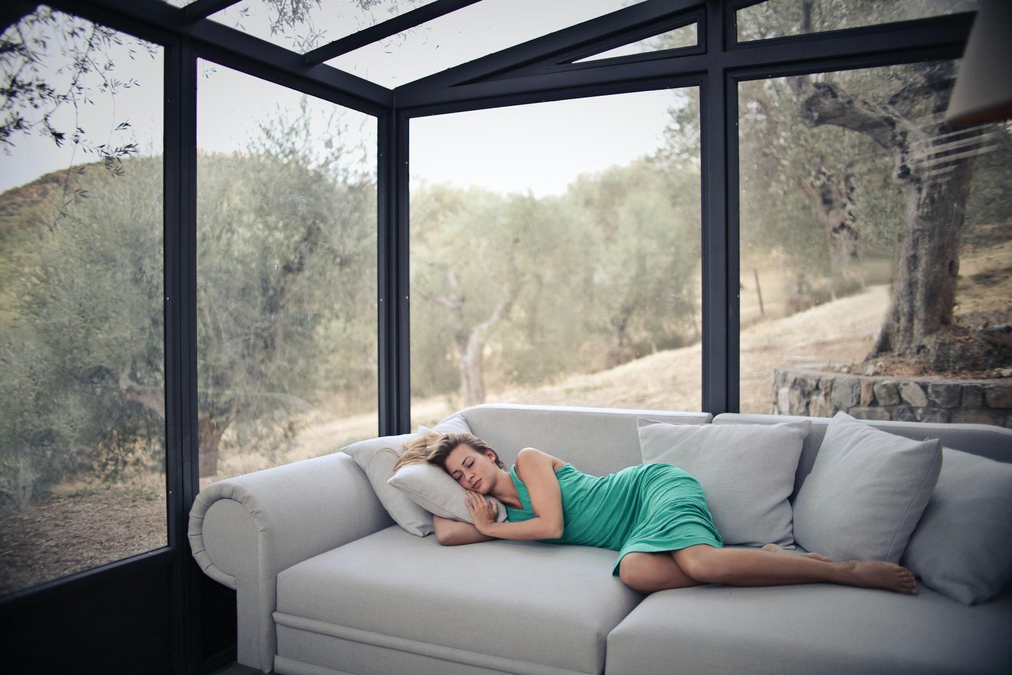Perché una poltrona elettrica o reclinabile può migliorare la qualità del sonno?