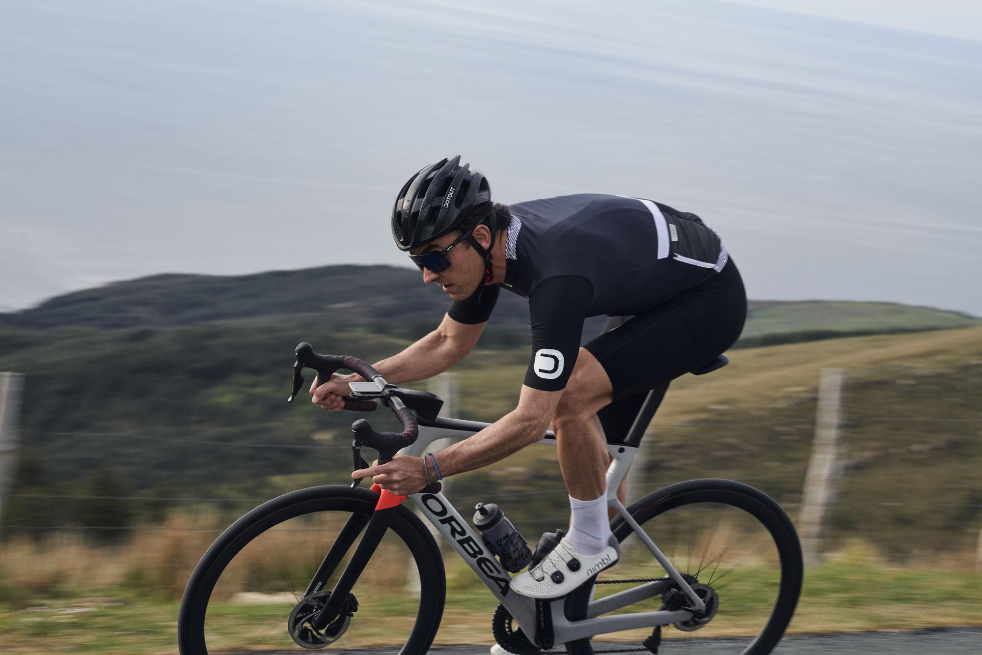 Trendbewusste Funktionalität: Das Dotout Ride Jersey mit Polartec Power Dry