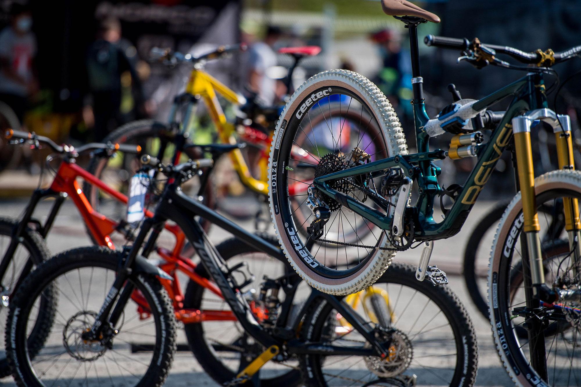 Bike Kingdom Lenzerheide präsentiert testRIDE mit 100 Bikebrands