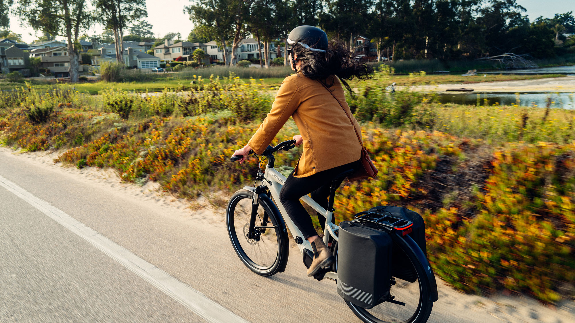 Das neue Active Equipment - Mode Helm und Tailwind Taschen