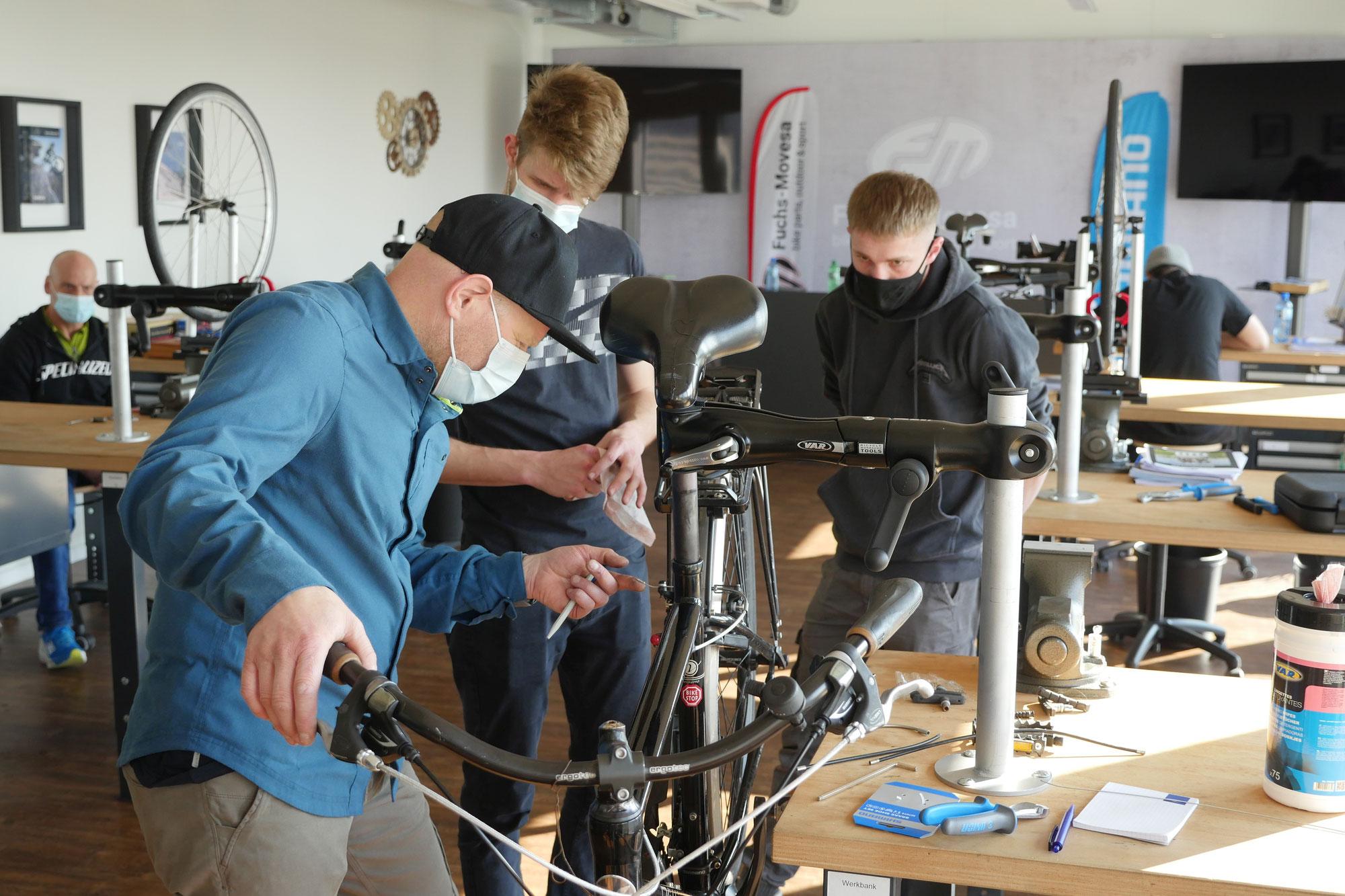 Bike Profi tritt gegen Personalmangel in Schweizer Velowerkstätten an