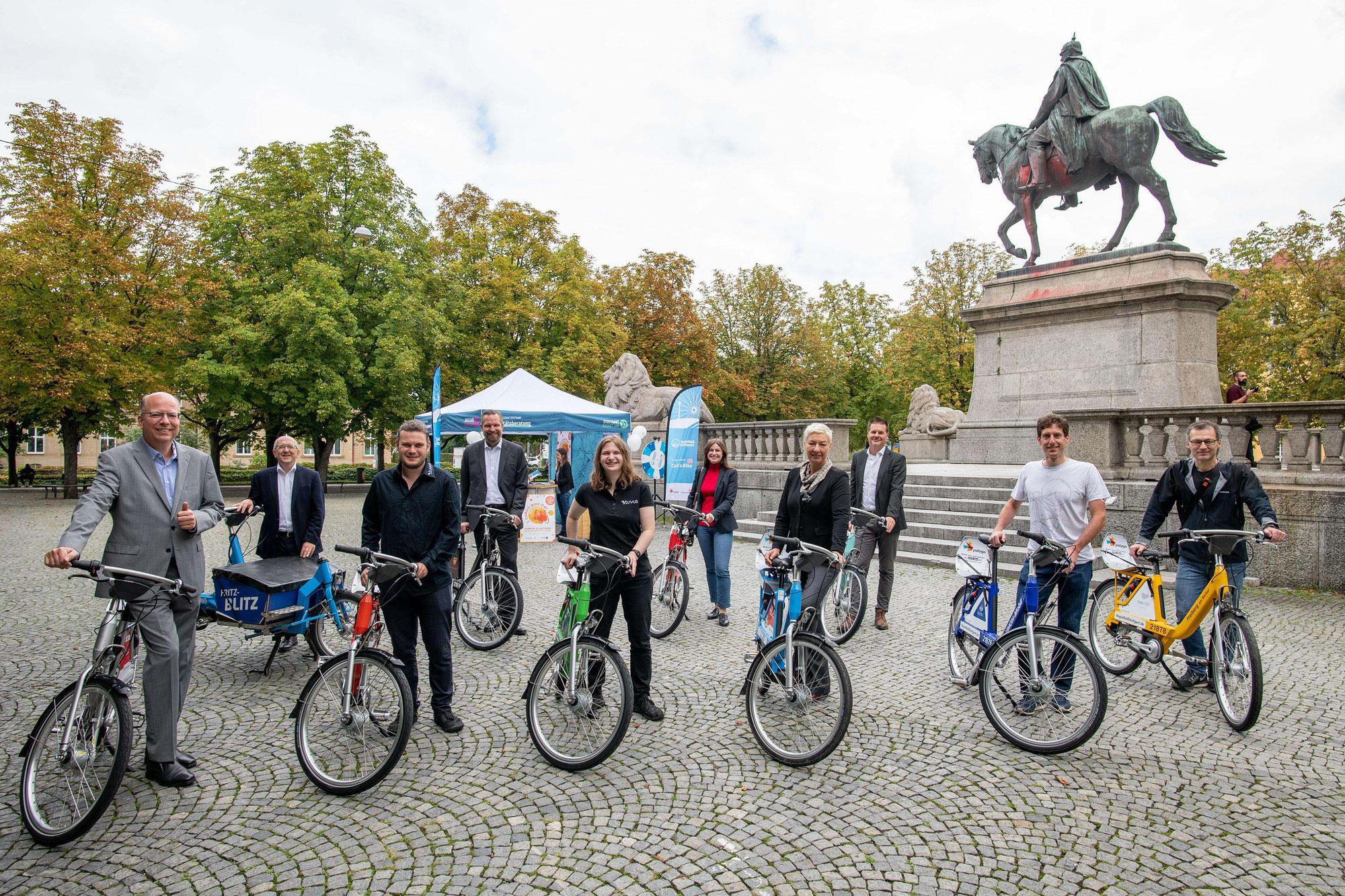 Kommunenradübergabe 2.0: Bunte RegioRäder als Botschafter der Verkehrswende überreicht