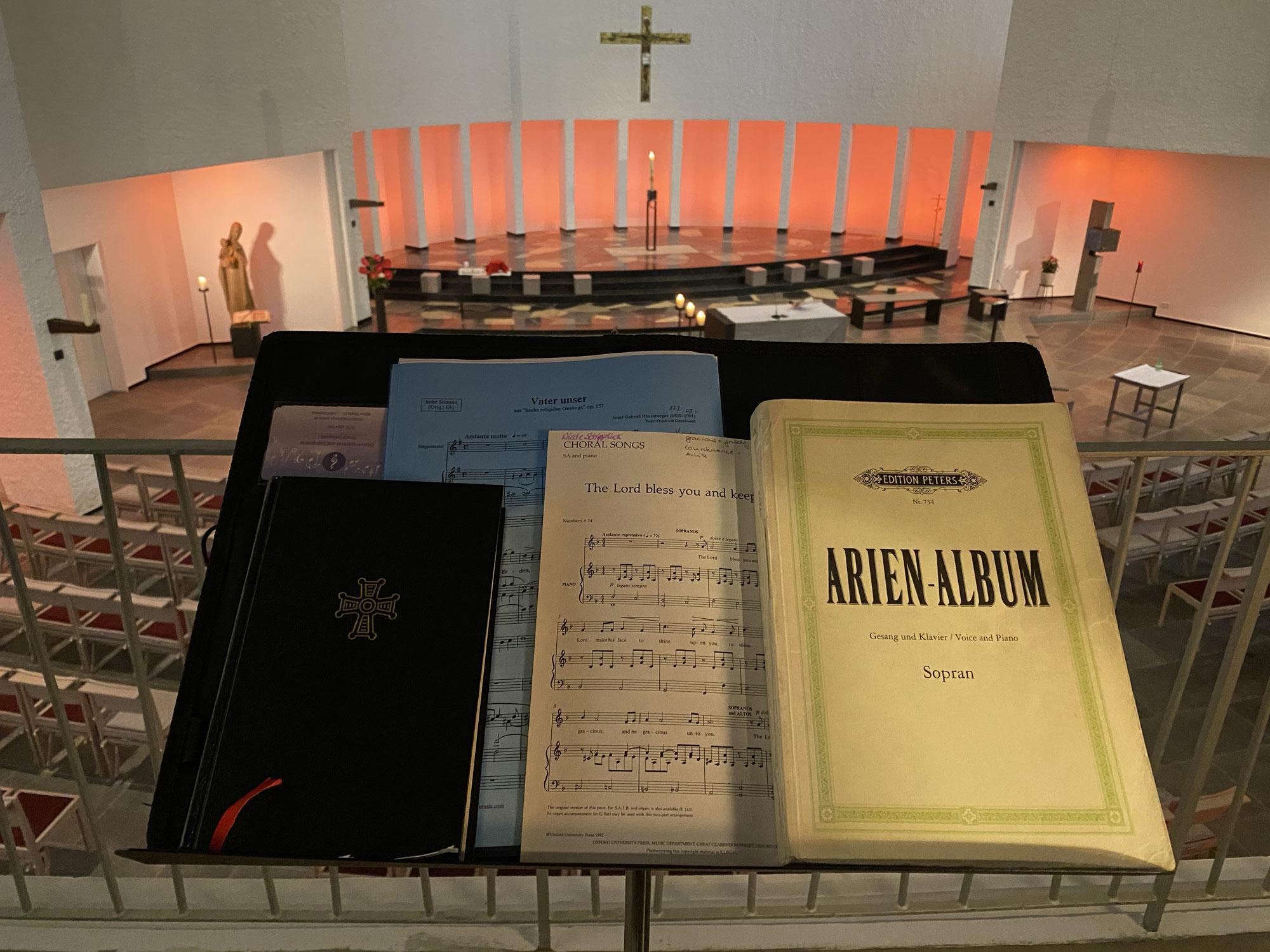 Allein in weiter Kirche - Sologesang statt Gemeindechor