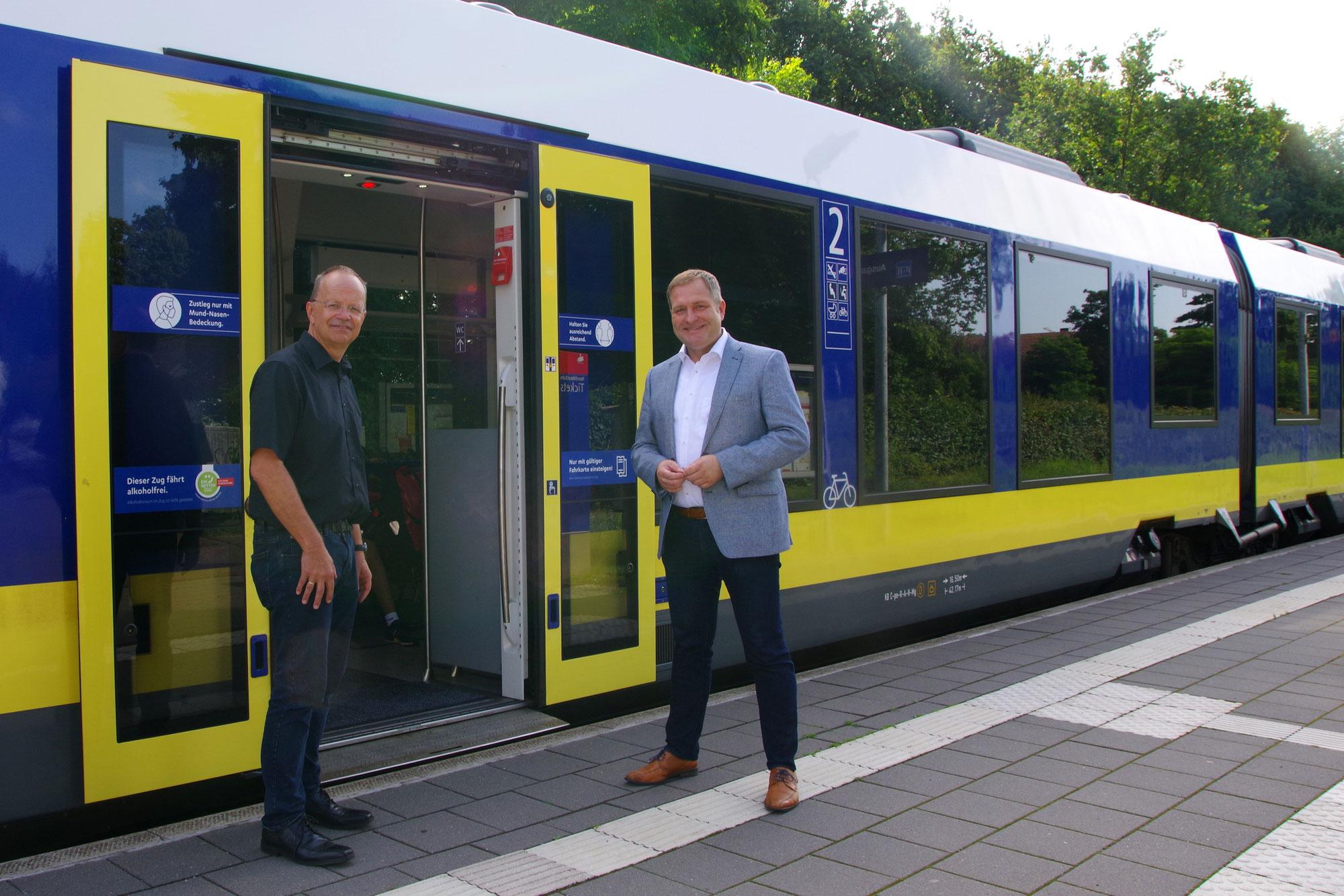 Landtagsabgeordnete Sundermann und Pott setzen sich für Halbstundentakt am Bahnhof Halen ein