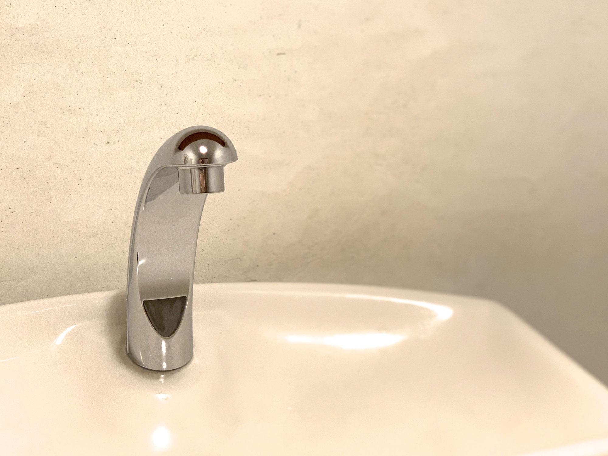 トイレの手洗い金具を新調しました