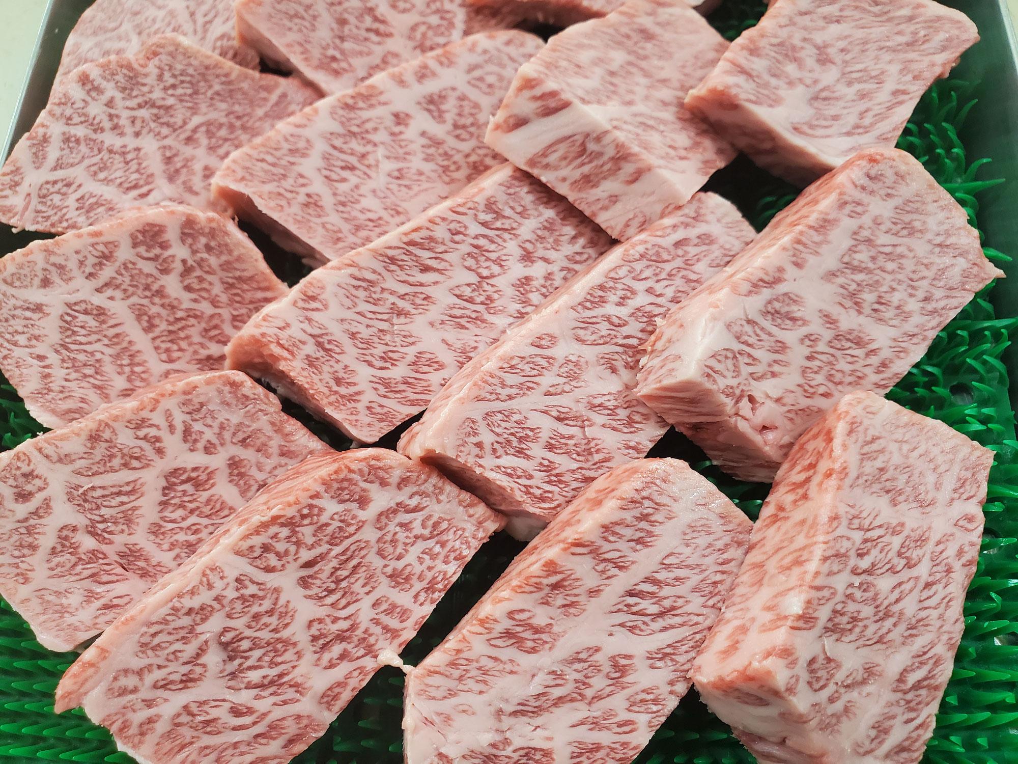 肩ロース肉羽下(別名:ザブトン)で作るサイコロステーキ