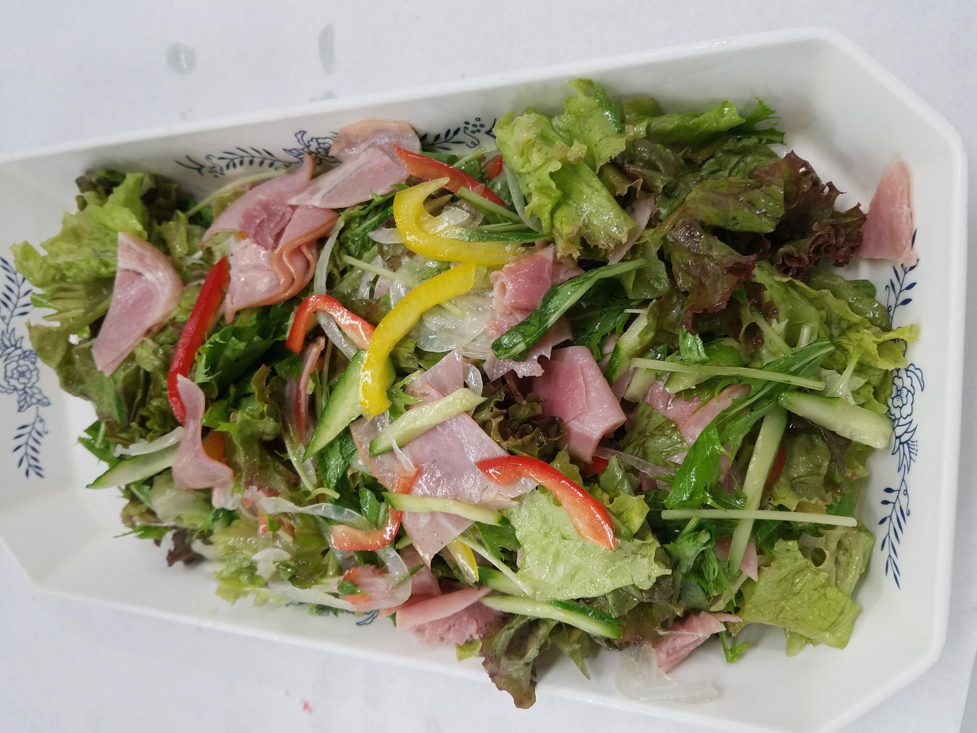 ハム・サラダ系が冬の時期より動きが良く